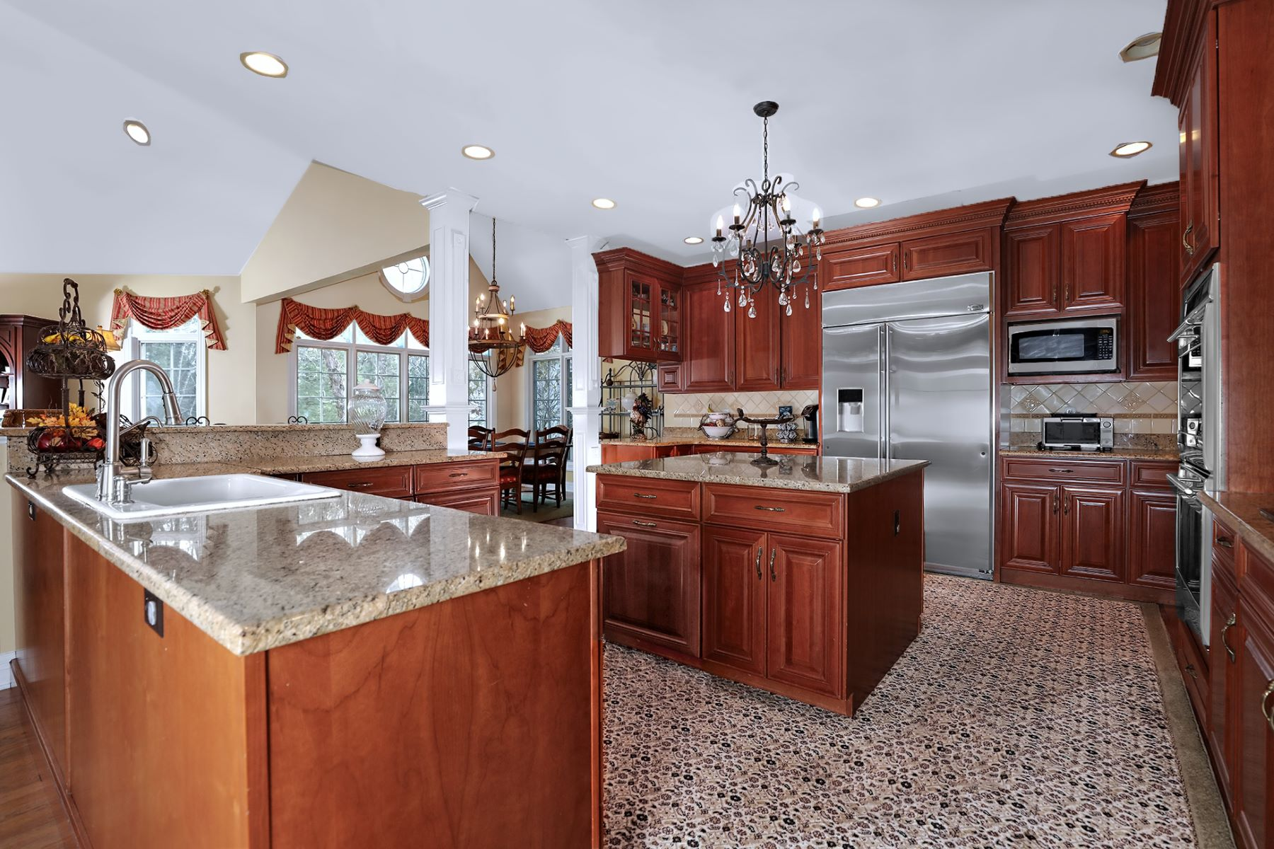 Additional photo for property listing at Wonderfully Private 7 Coach Lane, Lambertville, New Jersey 08530 United States
