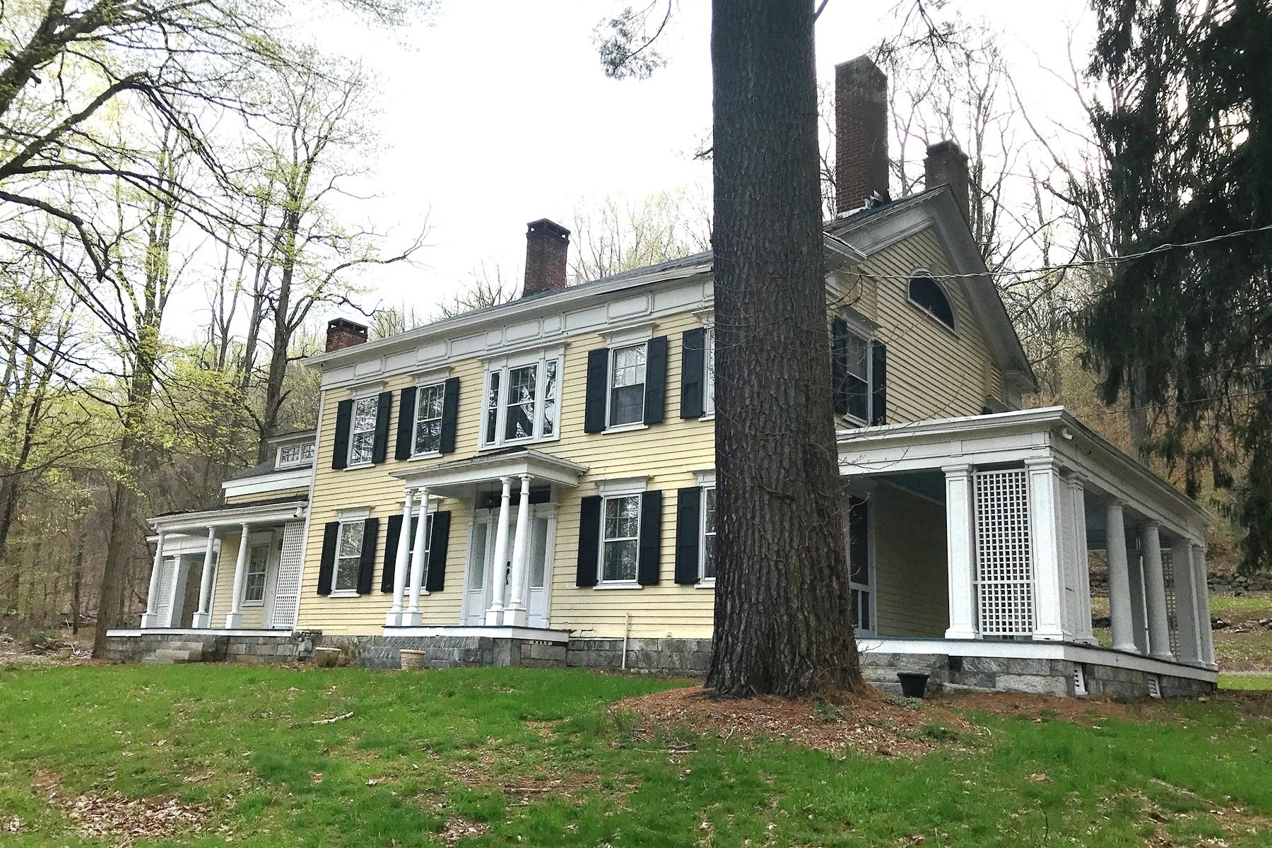 Single Family Homes for Active at Historic Colonial 885 Stoneleigh Avenue Carmel, New York 10512 United States