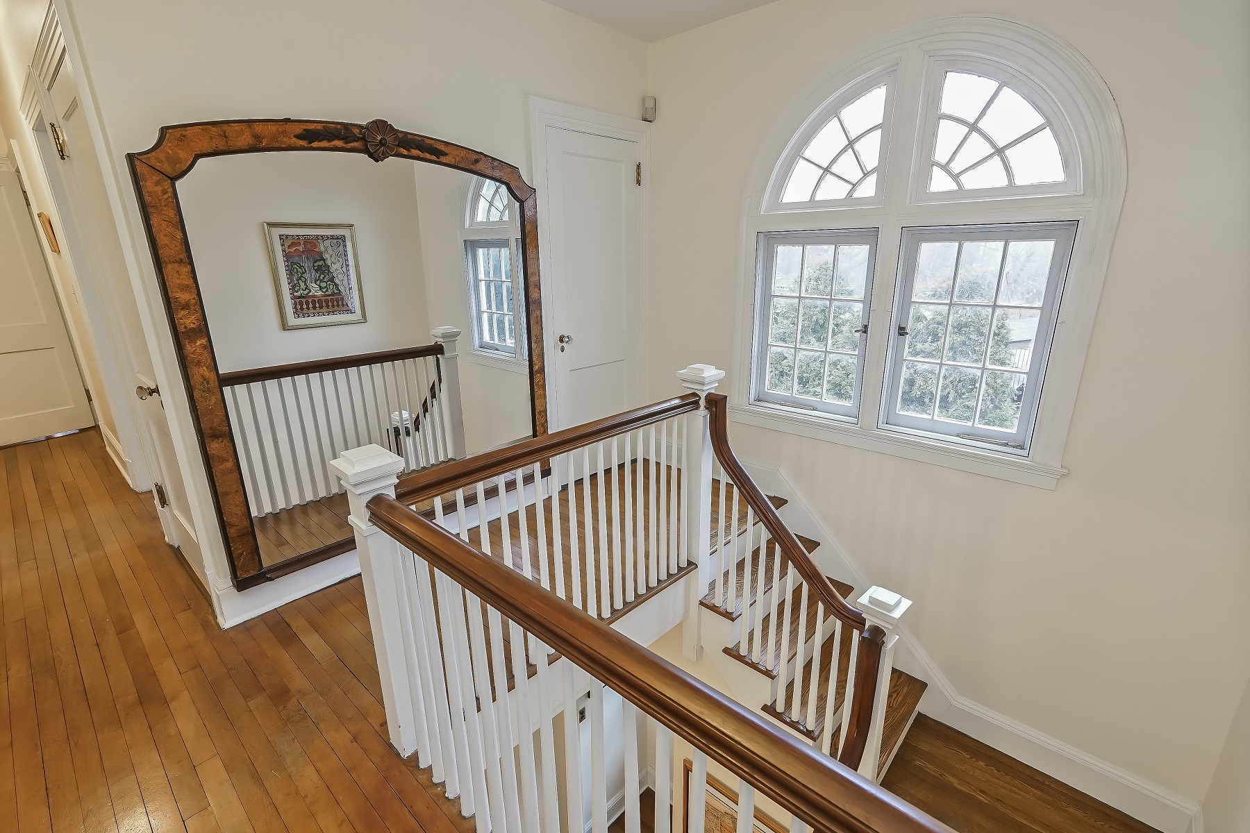 Additional photo for property listing at Staten Island Gem 92 Fort Hill Circle Staten Island, New York 10301 United States