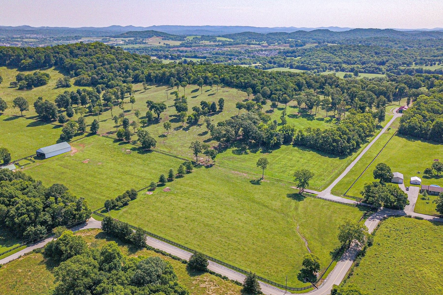 Ferme / Ranch / Plantation pour l Vente à Incredible Investment Opportunity in Franklin,Tennessee! 2704 McLemore Road, Franklin, Tennessee 37064 États-Unis