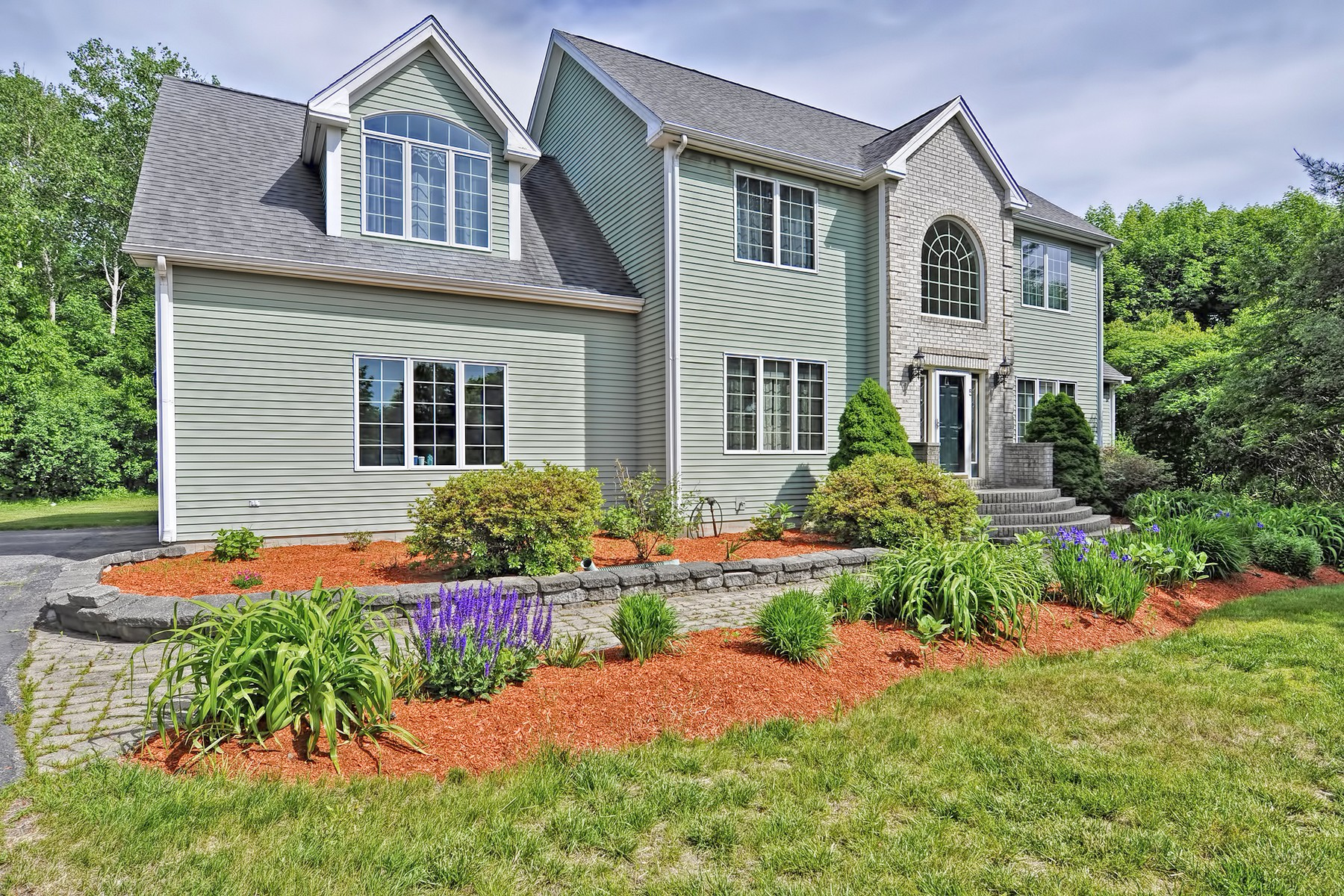Single Family Homes for Active at Large Colonial With A Private Setting 5 Colonial Way Shrewsbury, Massachusetts 01545 United States