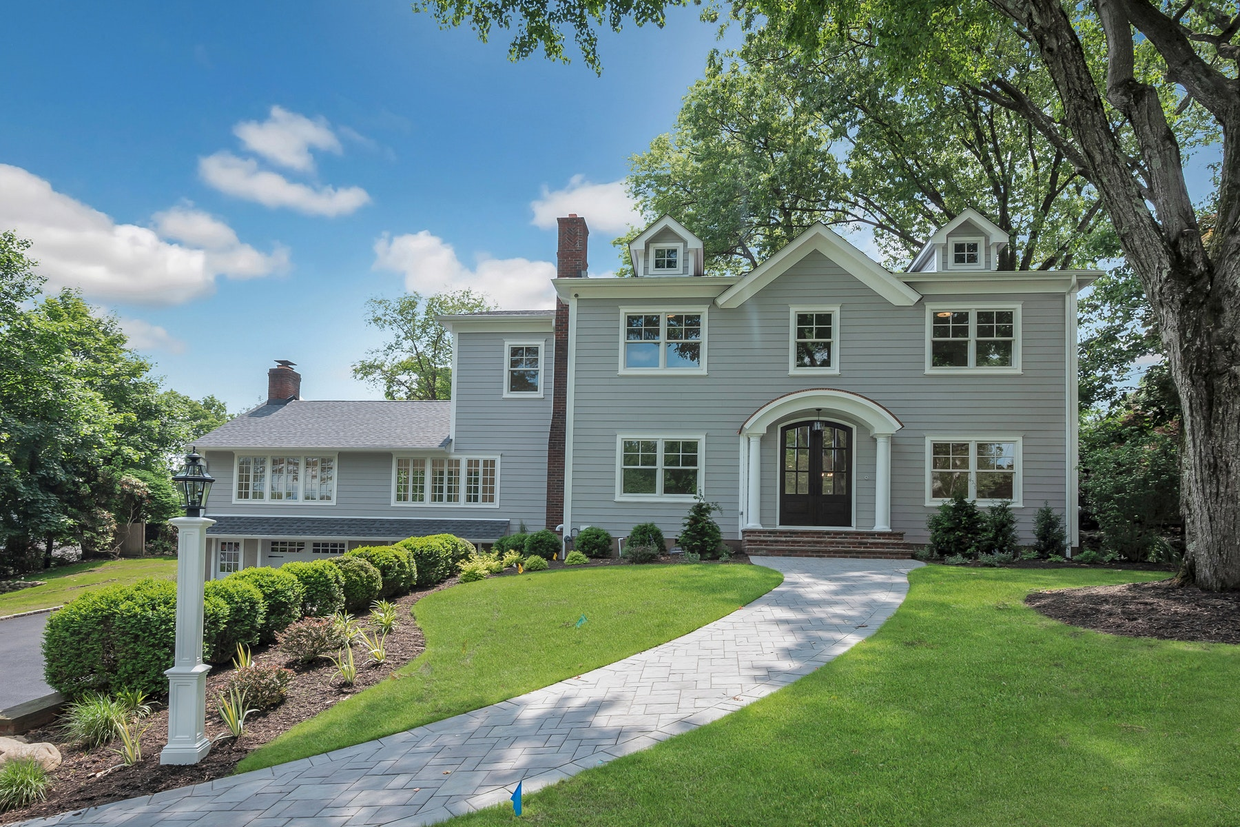 Single Family Homes pour l Vente à Custom Built Luxury Home 379 Van Beekum Place, Wyckoff, New Jersey 07481 États-Unis