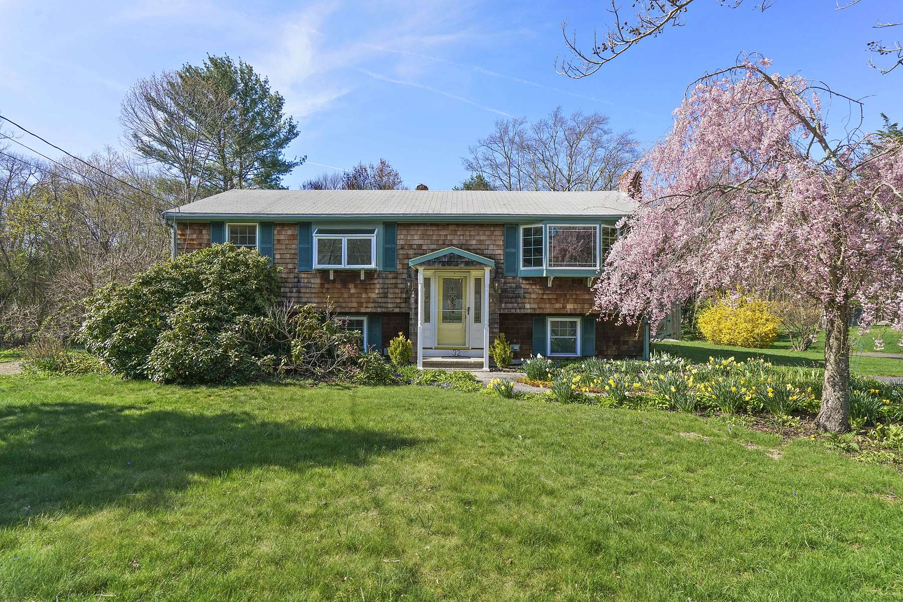 Single Family Home for Active at 32 Summer Street Rockland, Massachusetts 02370 United States