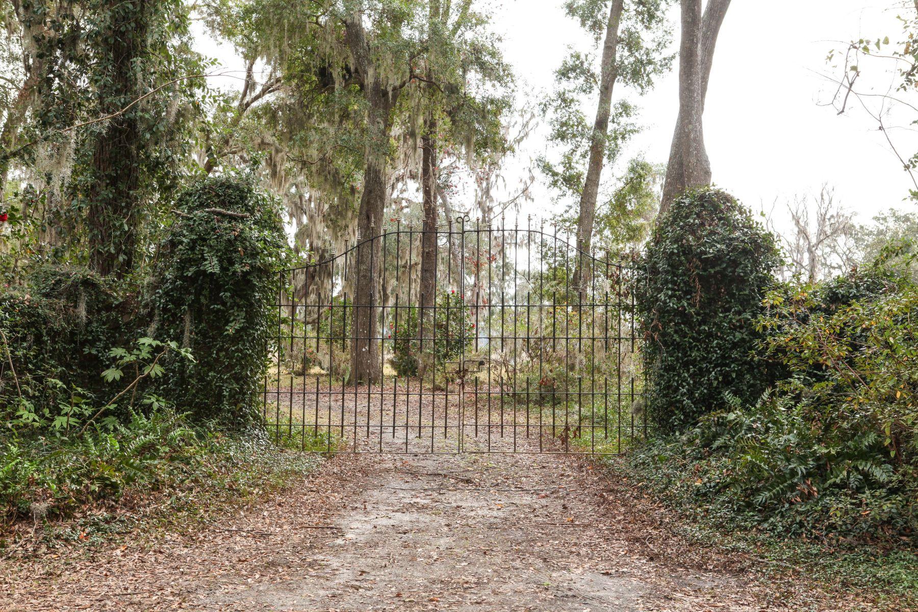 Земля для того Продажа на 479 Butler Avenue Savannah, Джорджия 31406 Соединенные Штаты
