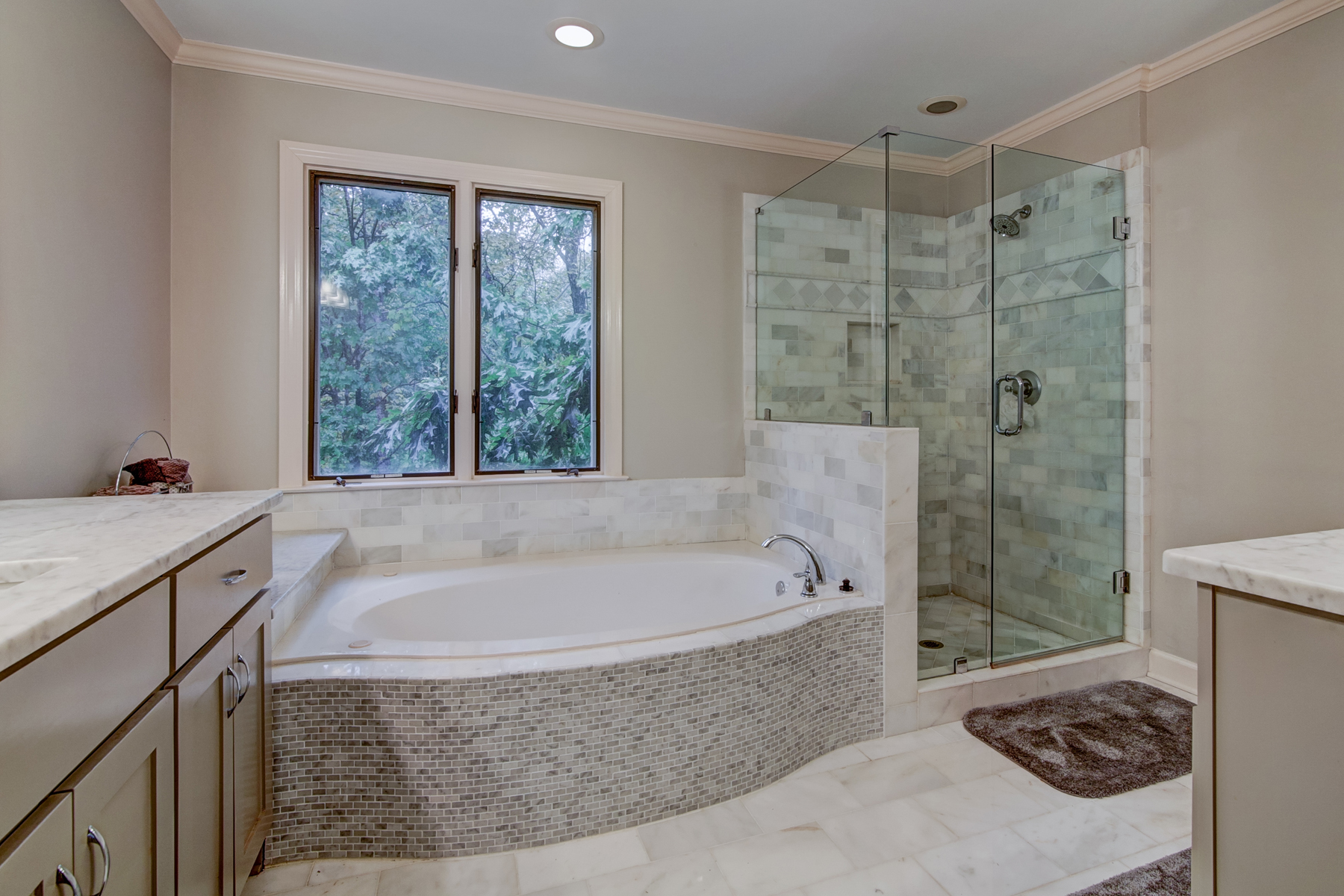 Additional photo for property listing at Executive Beauty In Coveted Ridgemark 8440 Valemont Drive Sandy Springs, Georgia 30350 United States