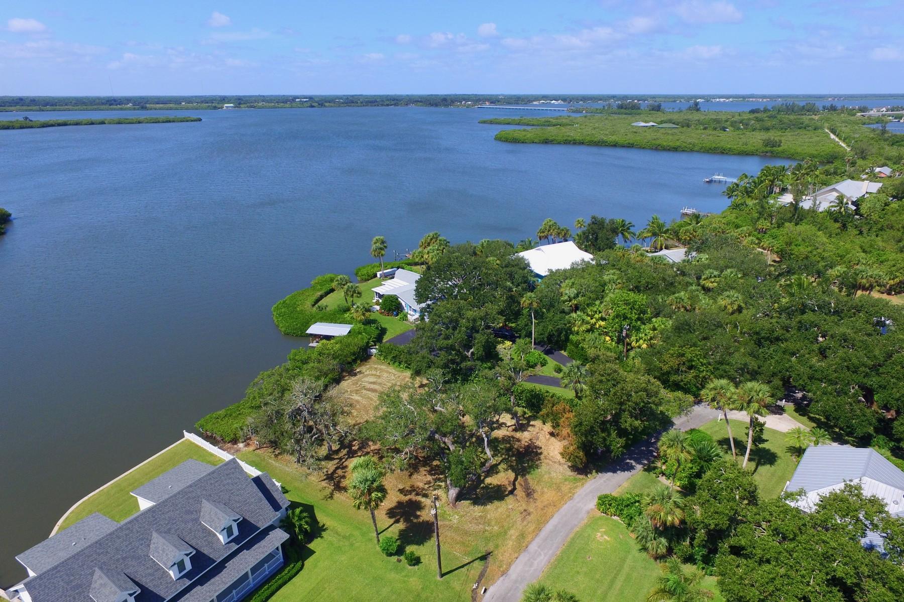 土地 為 出售 在 Idyllic Riverfront Quarter Acre Homesite 355 Cathedral Oaks Drive Vero Beach, 佛羅里達州 32963 美國