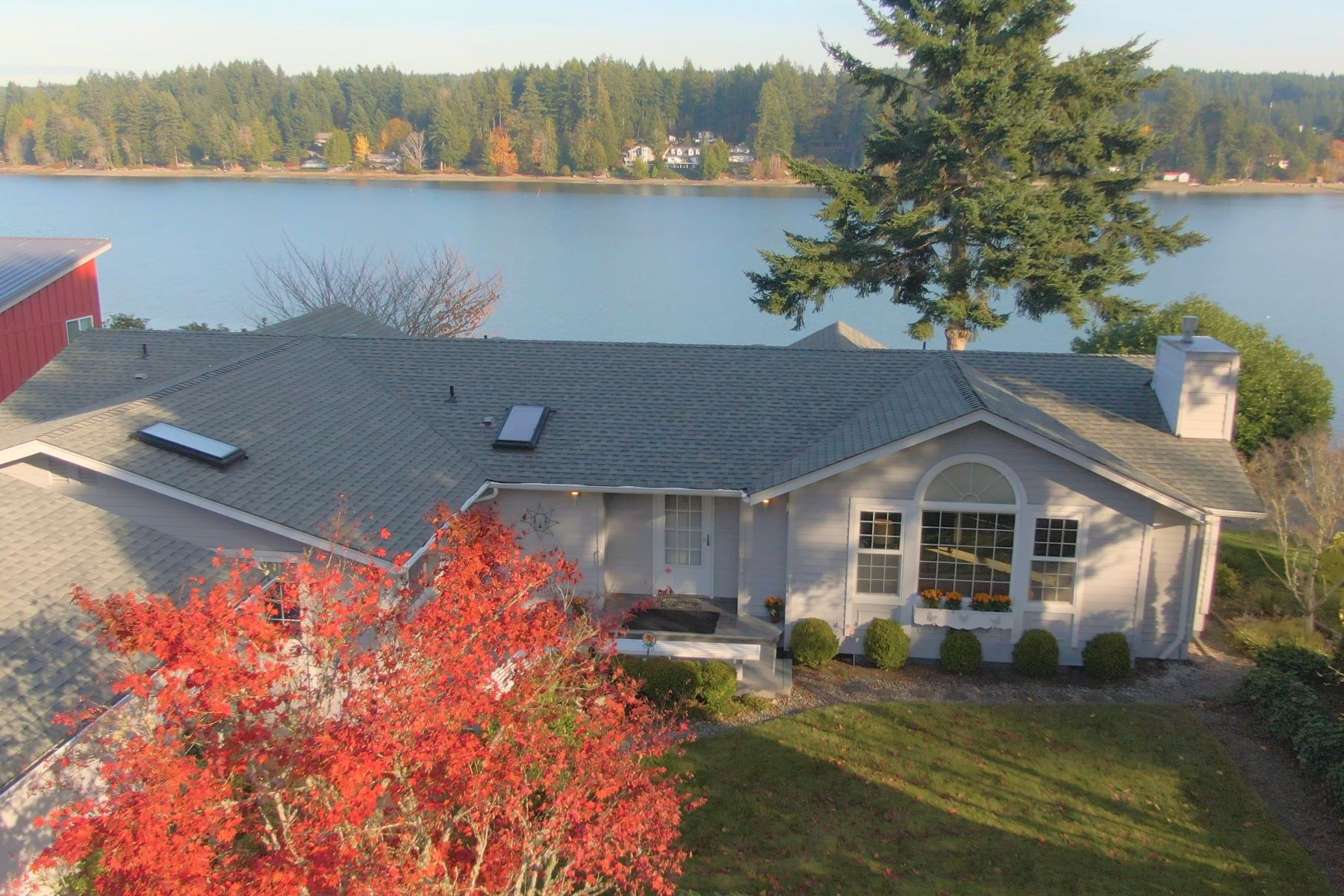 Single Family Homes 용 매매 에 Waterfront Retreat Home 14703 Goodrich Drive NW, Gig Harbor, 워싱톤 98329 미국