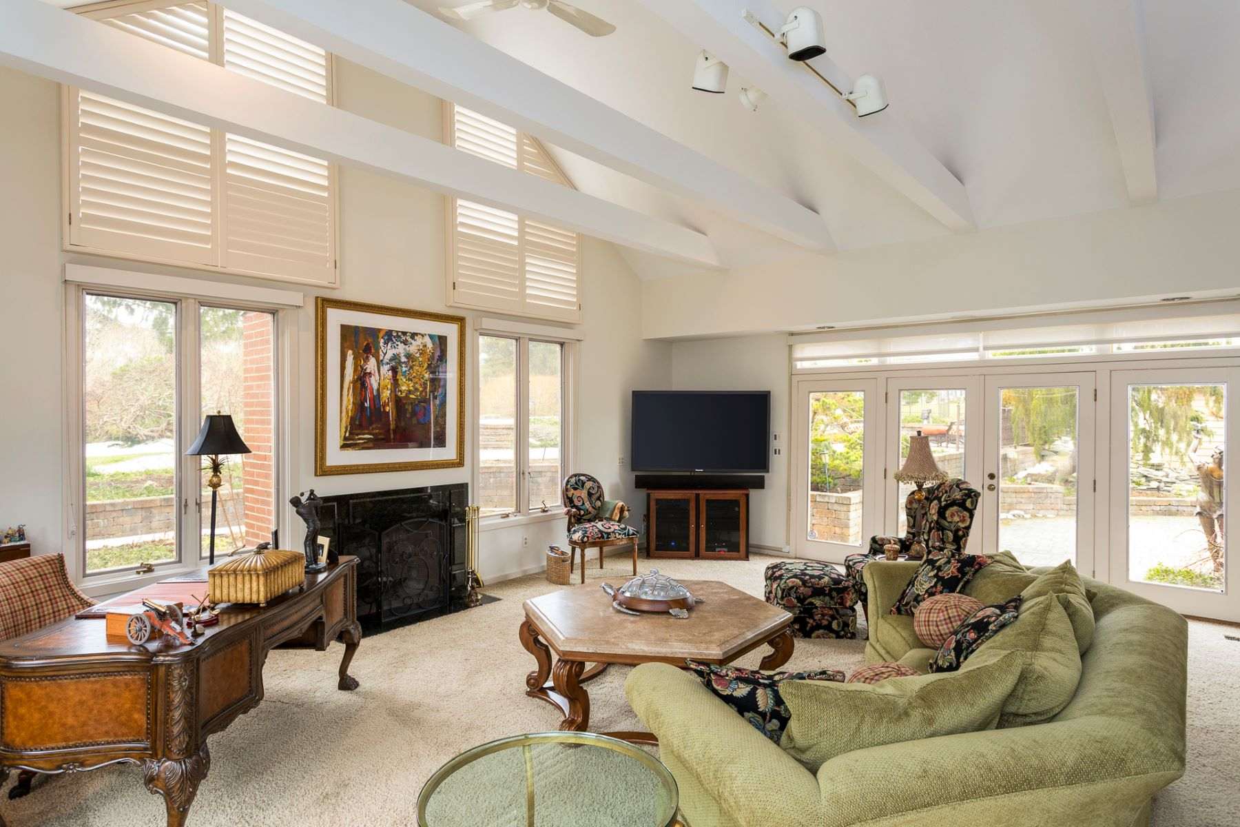 Additional photo for property listing at Style And Sophistication On Resort Style Grounds - Hopewell Township 14 Meadow Lane, Pennington, Nueva Jersey 08534 Estados Unidos