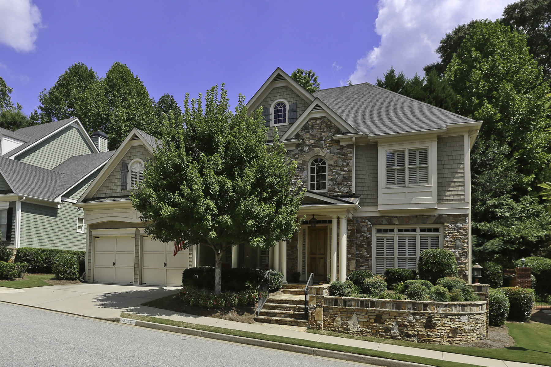 独户住宅 为 销售 在 An Elegant Executive Home In A Storybook Setting 3687 Canyon Ridge Court NE 亚特兰大, 乔治亚州, 30319 美国