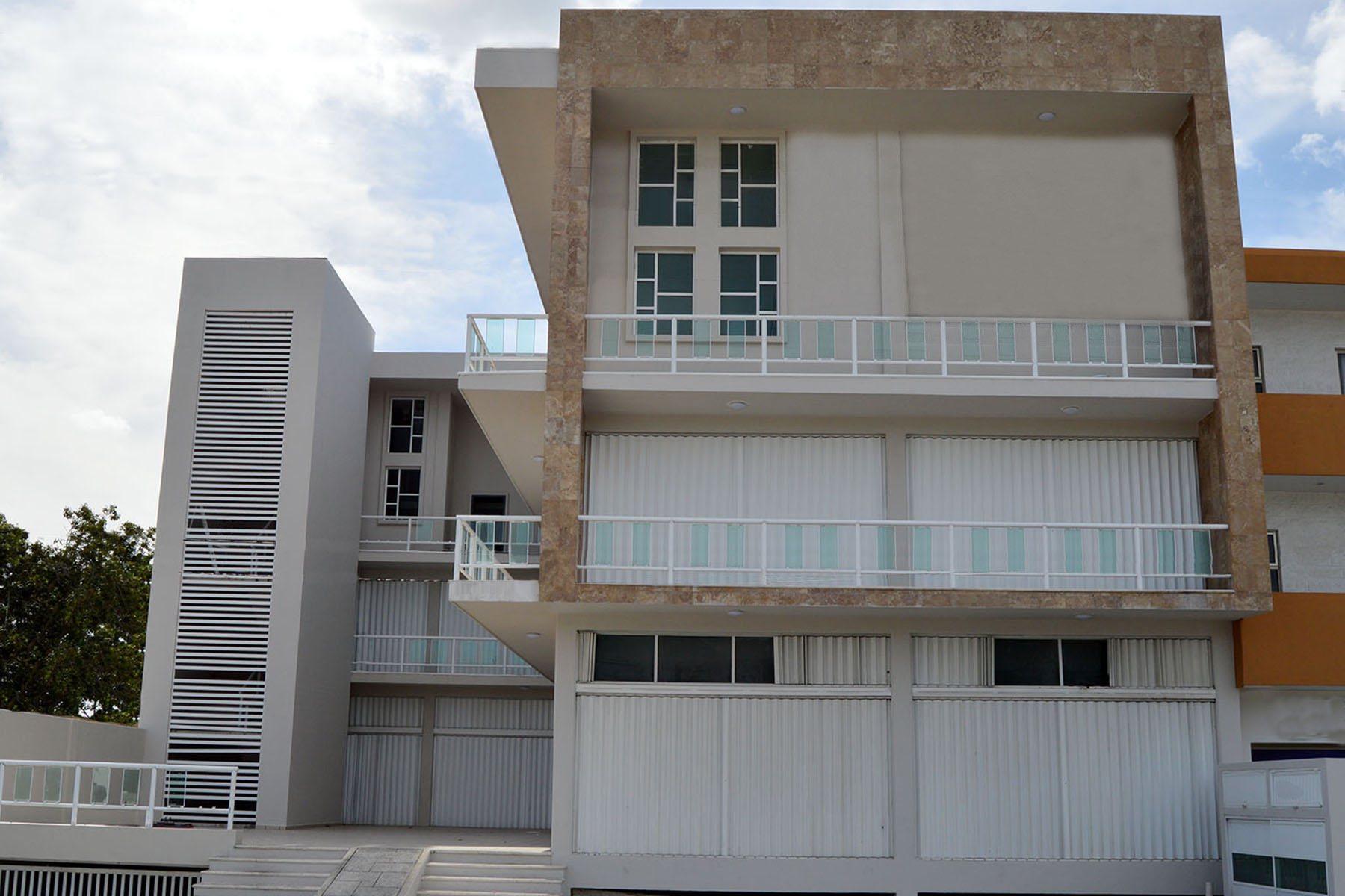 为 销售 在 EXCELLENT LOCATION BUILDING IN TULUM Av. Tulum Oriente Mza 007 Lt 19, 图卢姆, 金塔纳罗奥州, 77760 墨西哥