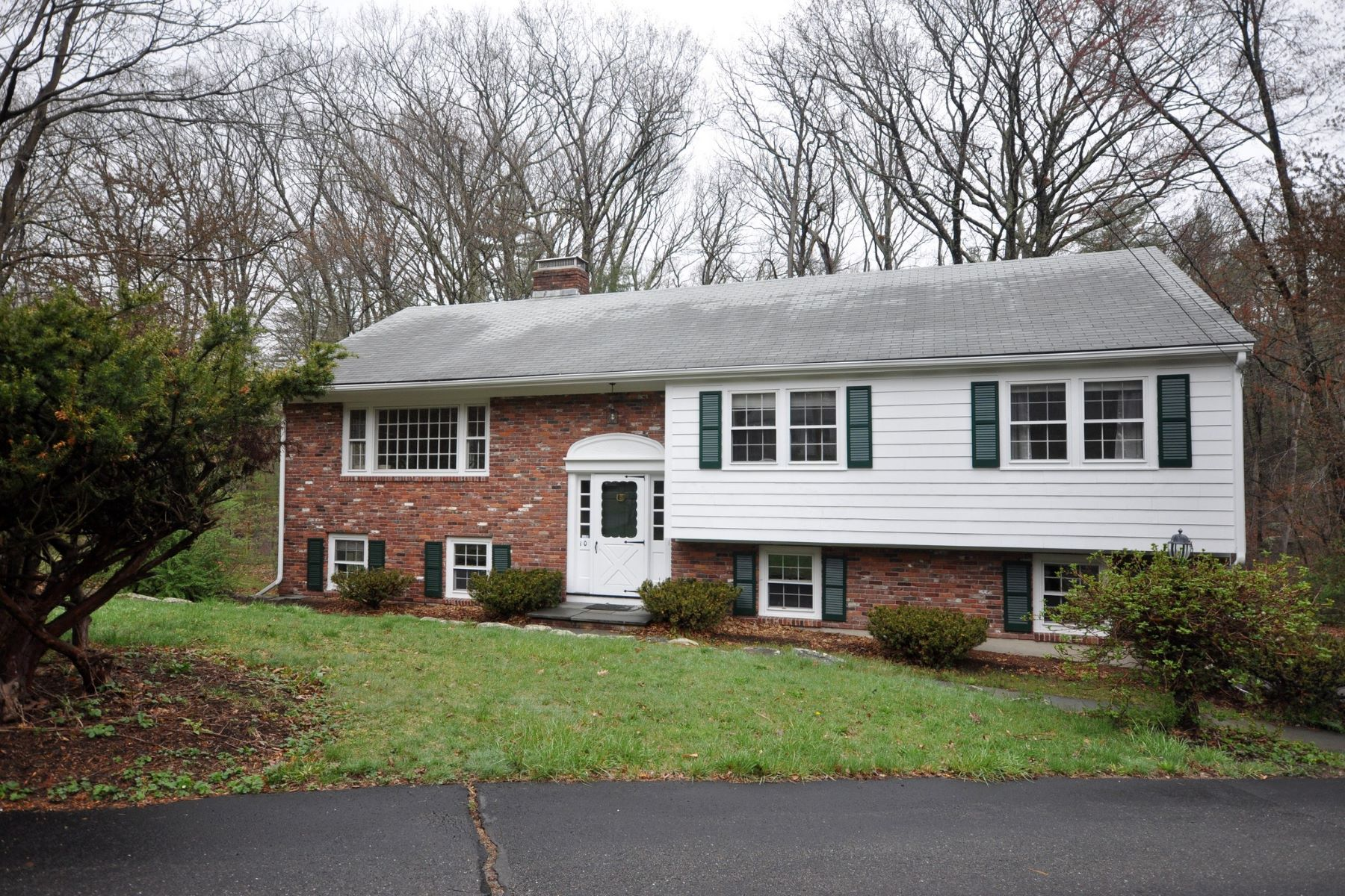 Single Family Home for Rent at Rental Close to Acton Center 10 Greenwood Lane Acton, Massachusetts 01720 United States