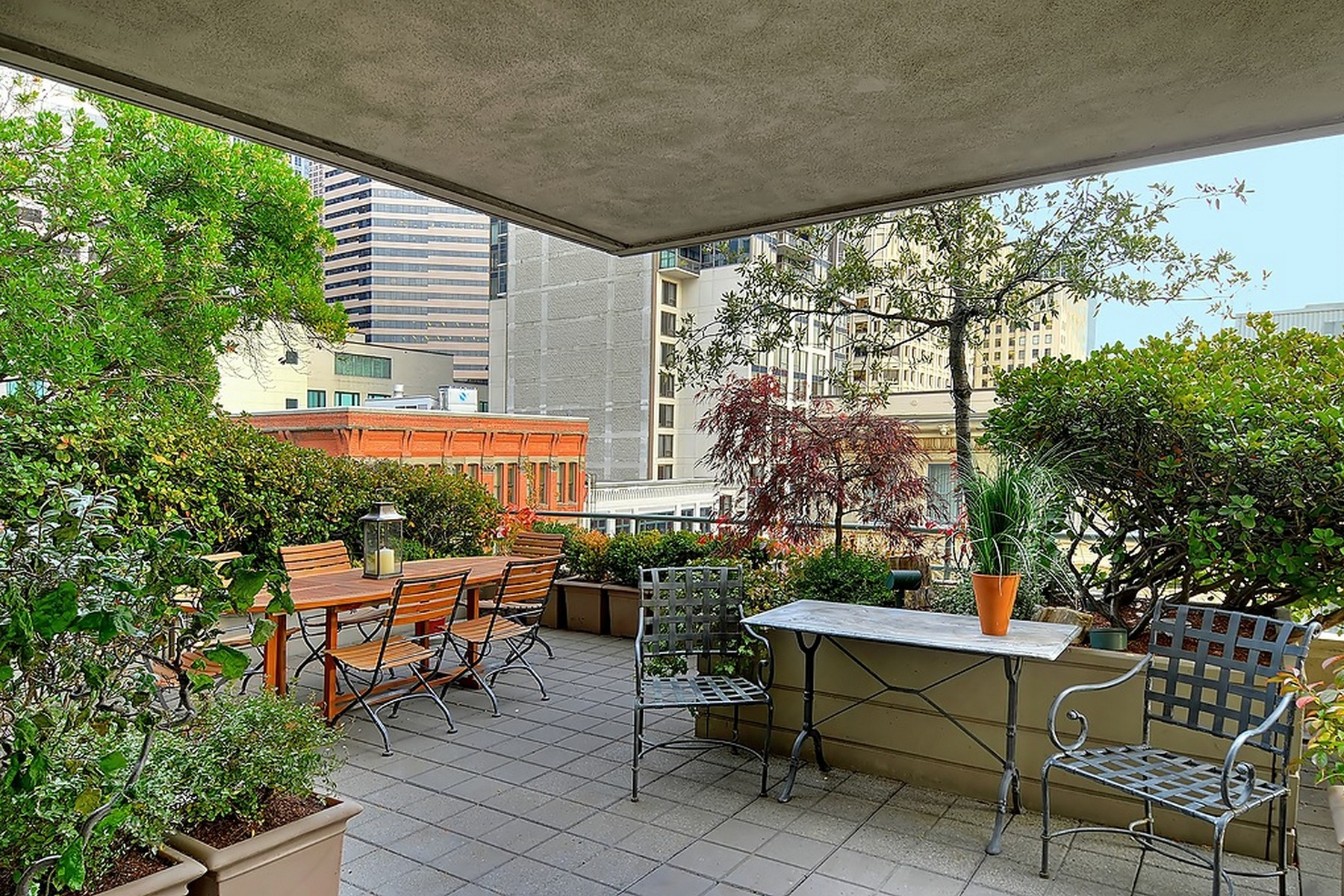 Additional photo for property listing at Contemporary Downtown Condo 1107 1st Ave #702 Seattle, Washington 98101 United States