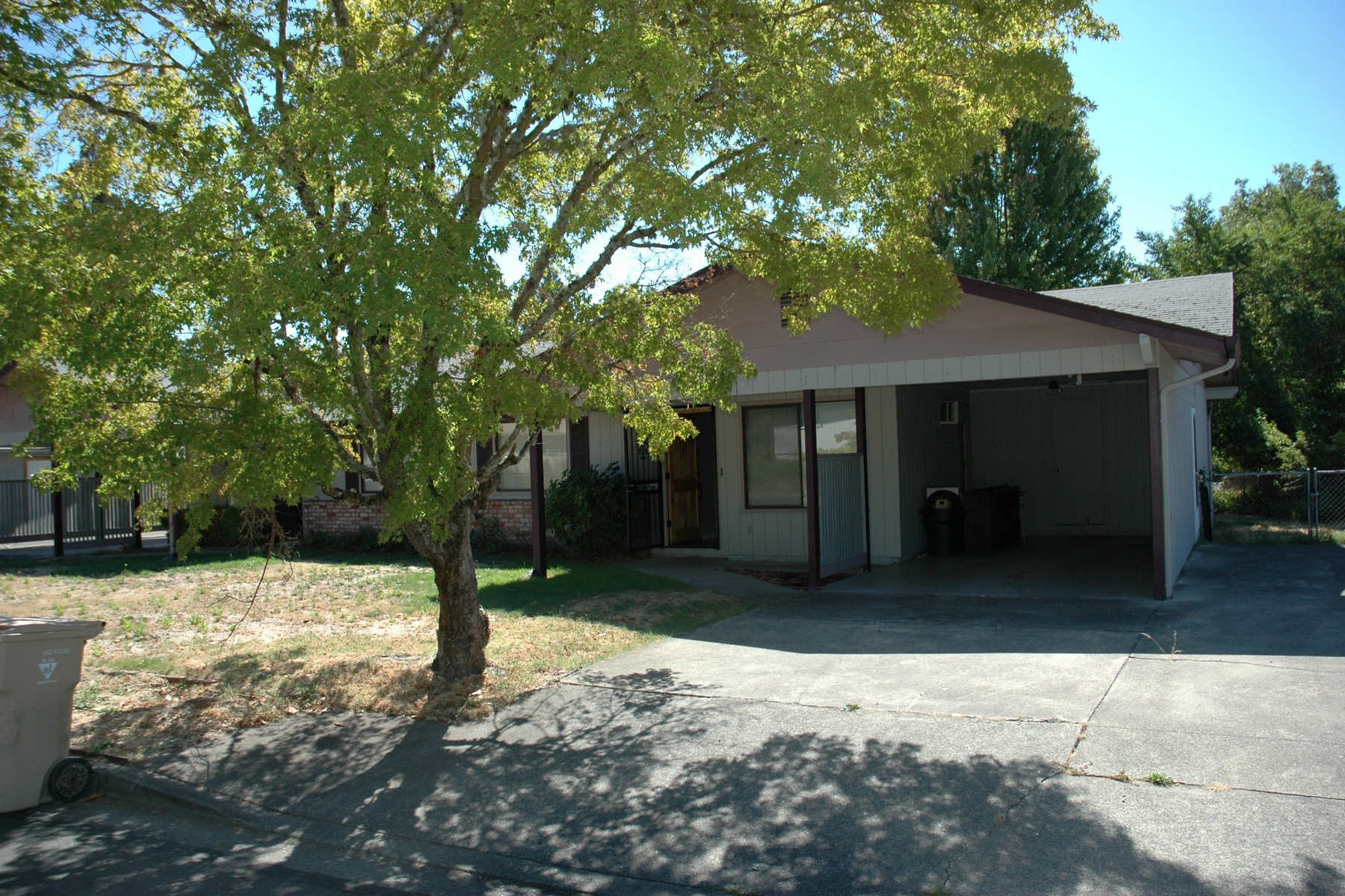 Multi-Family Homes 為 出售 在 937-939 SW Central Avenue Grants Pass, OR Grants Pass, 俄勒岡州 97526 美國