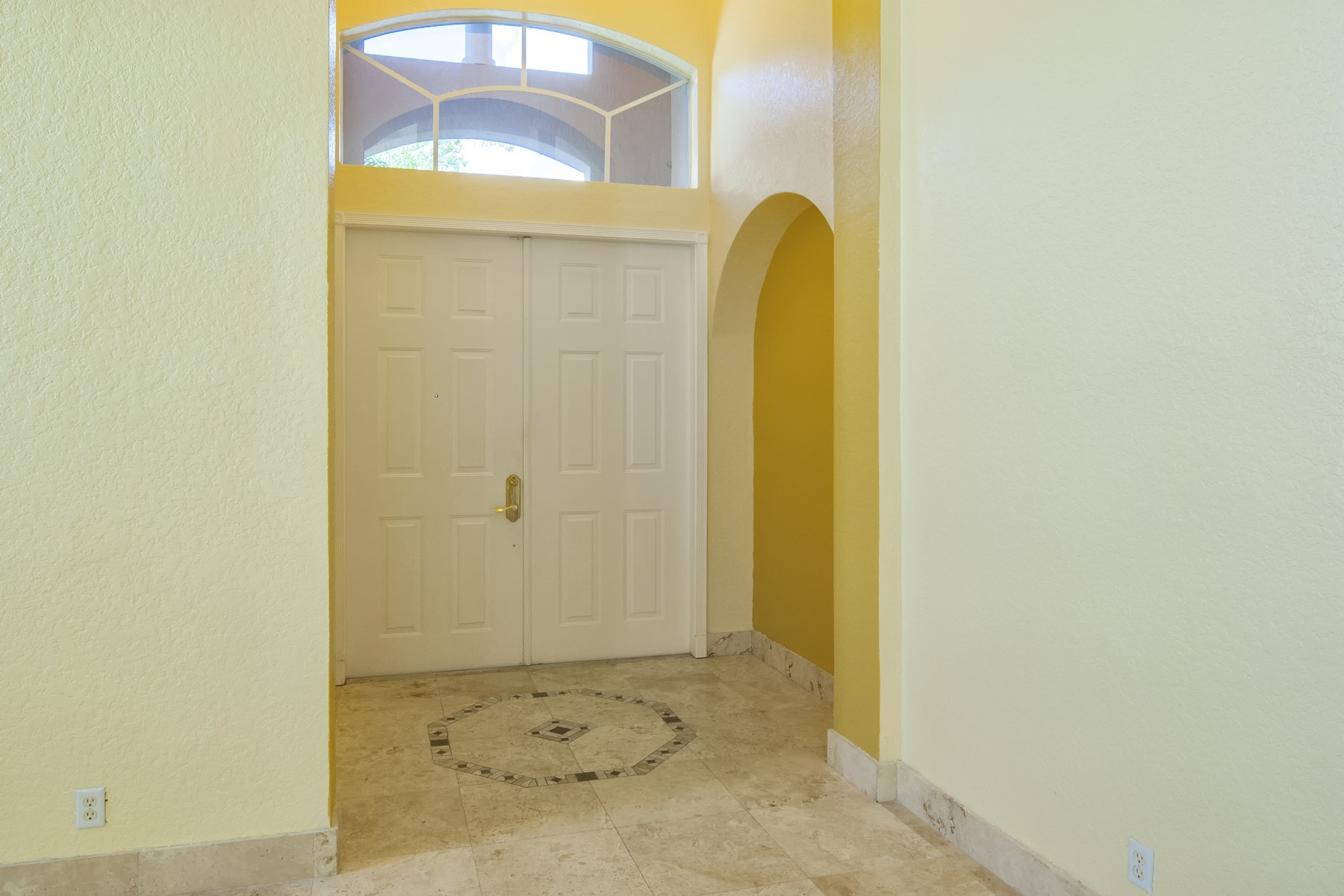 Additional photo for property listing at Spacious Four Bedroom Home 5647 Sunberry Circle Fort Pierce, Florida 34951 United States