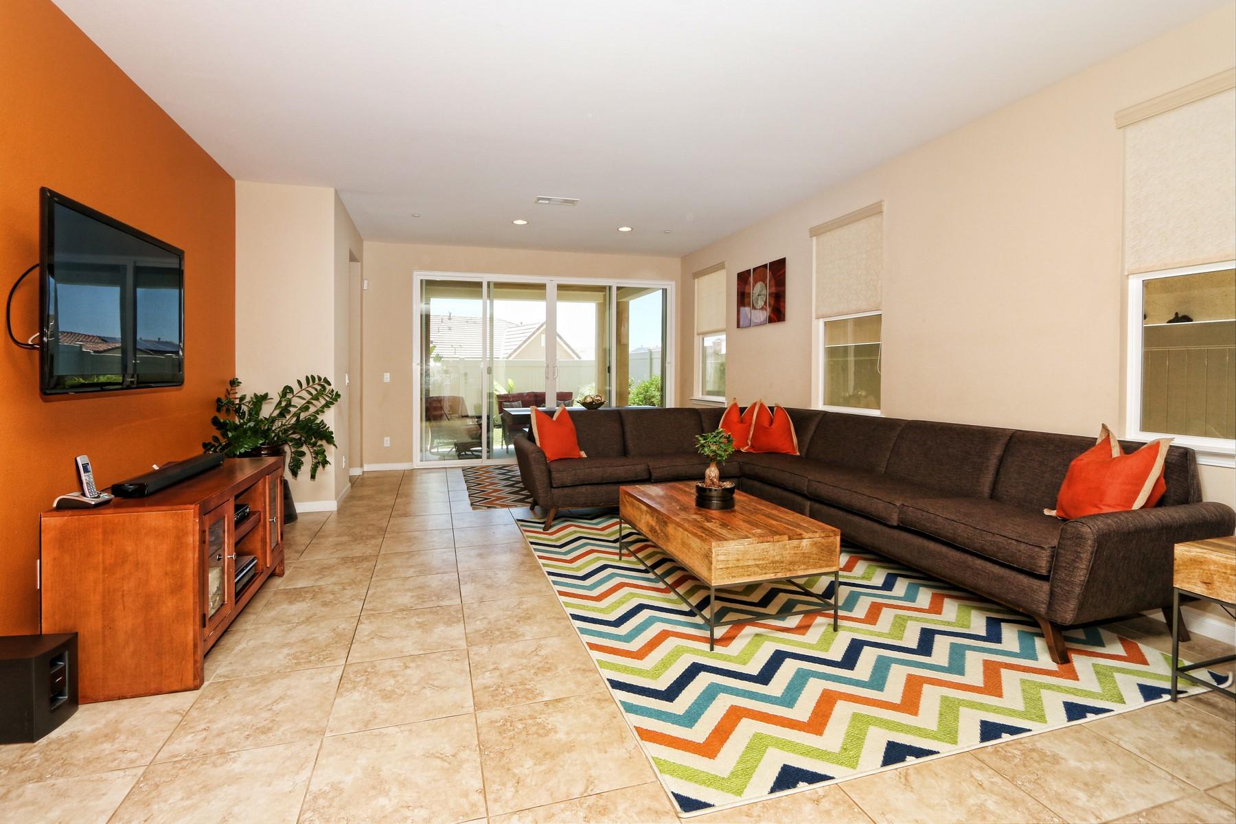 獨棟家庭住宅 為 出售 在 Sorrento Heights 6725 Lopez Glen Way San Diego, 加利福尼亞州, 92126 美國