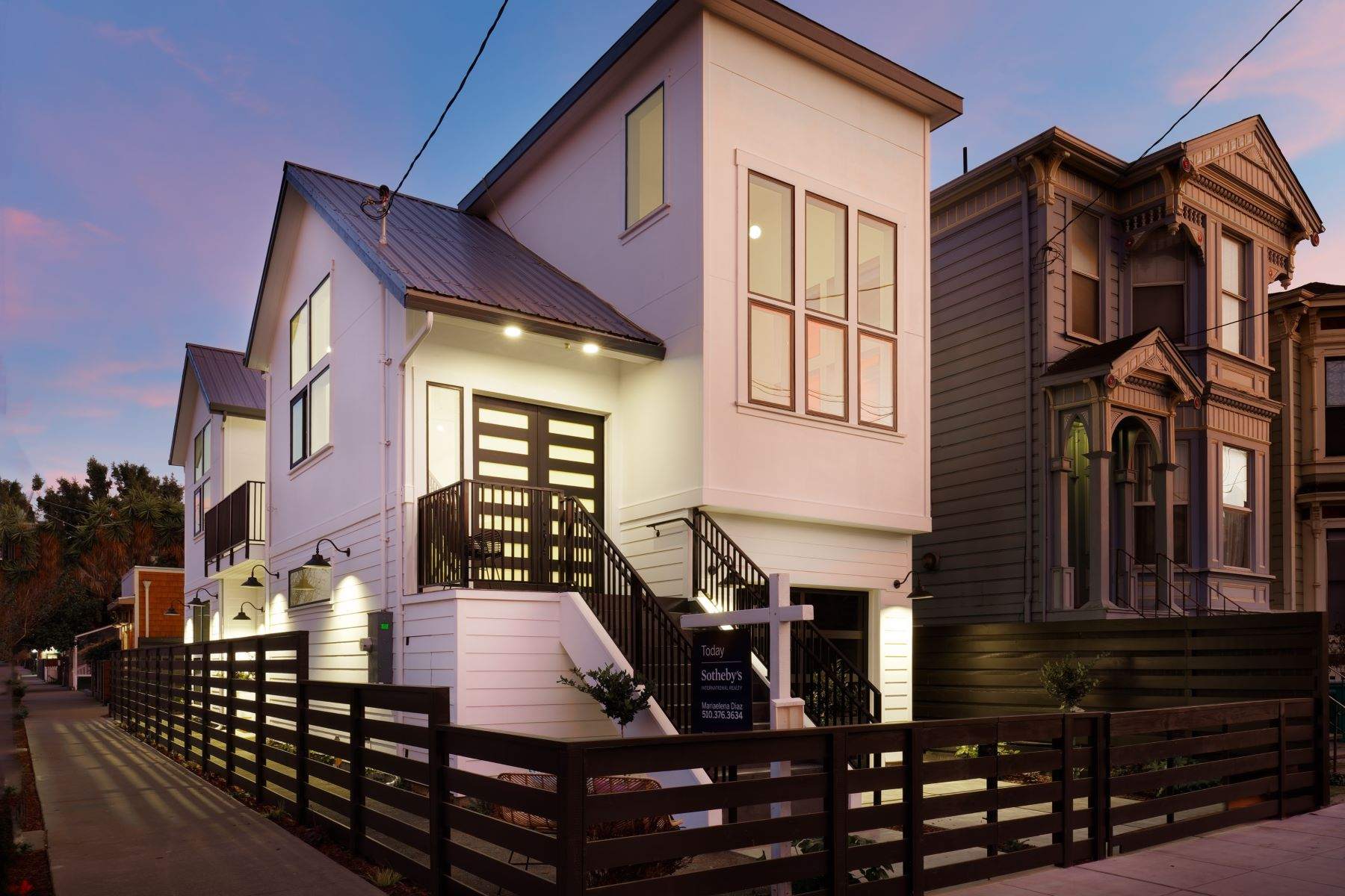 Single Family Homes para Venda às Spectacular Modern Farmhouse 1036 Wood Street, Oakland, Califórnia 94607 Estados Unidos