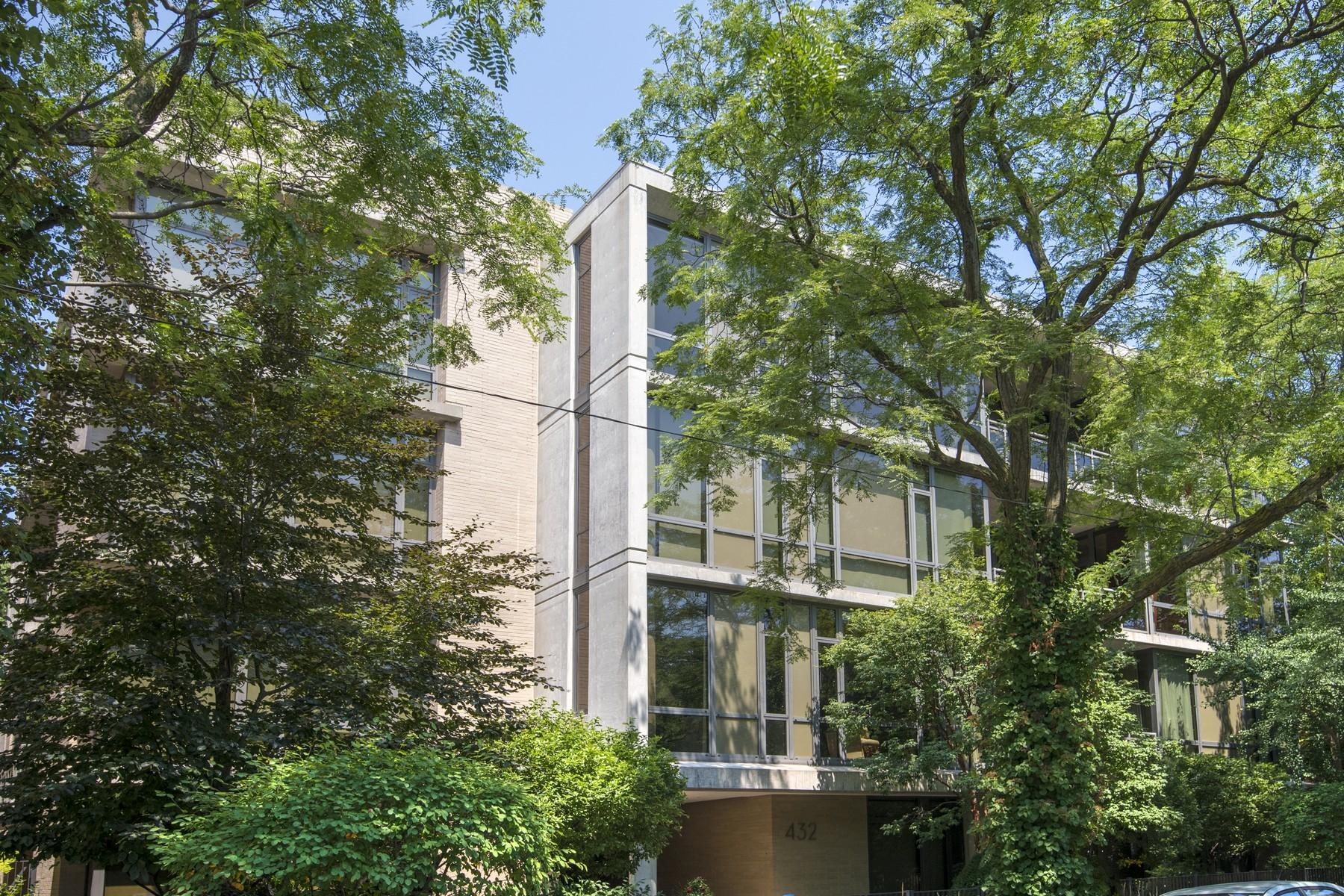 Condominiums för Försäljning vid Sensational Duplex Home 432 W Grant Place Unit 2W, Chicago, Illinois 60614 Förenta staterna
