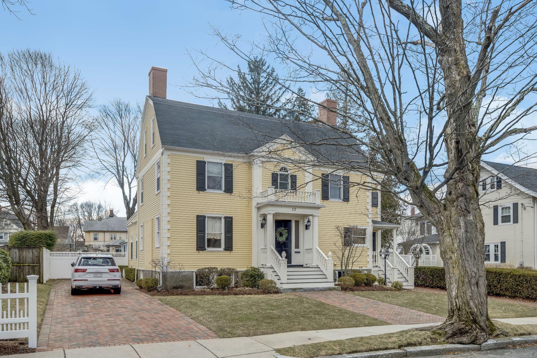 Single Family Homes 为 销售 在 Center Entrance Colonial in Melrose's Upper East Side 52 Stratford Rd 梅尔罗斯, 马萨诸塞州 02176 美国