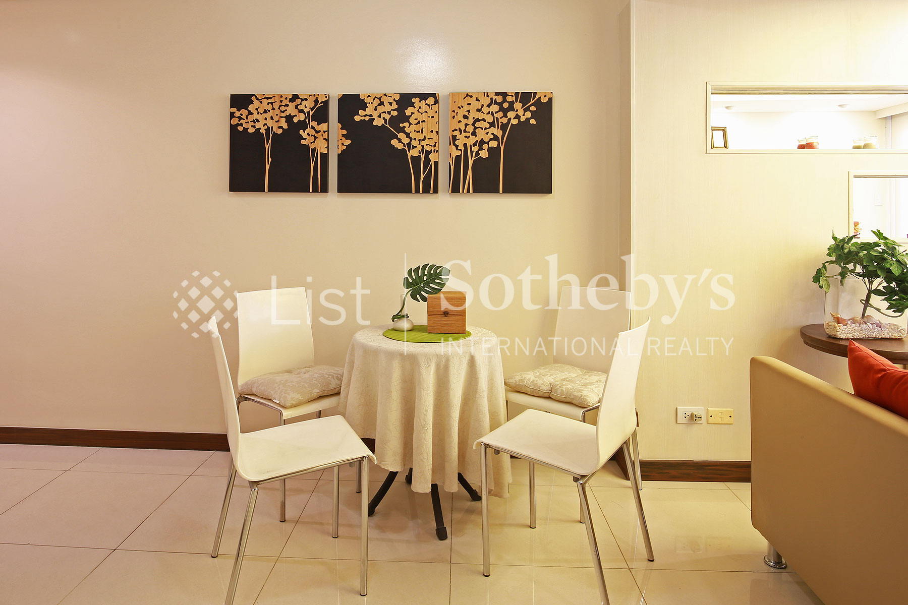 Additional photo for property listing at A Small One Bedroom with Scenic View of the City  Mandaluyong City, Luzon 1155 Philippines