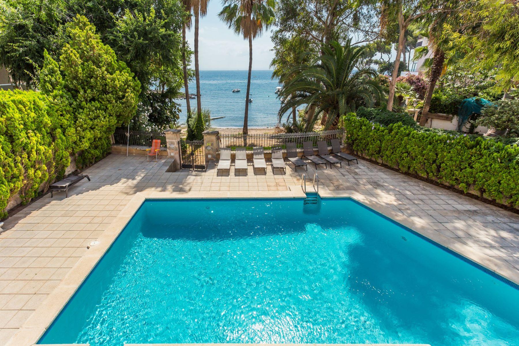 Tek Ailelik Ev için Satış at Beachfront apartment with sea views in Illetas Illetas, Mallorca, Ispanya
