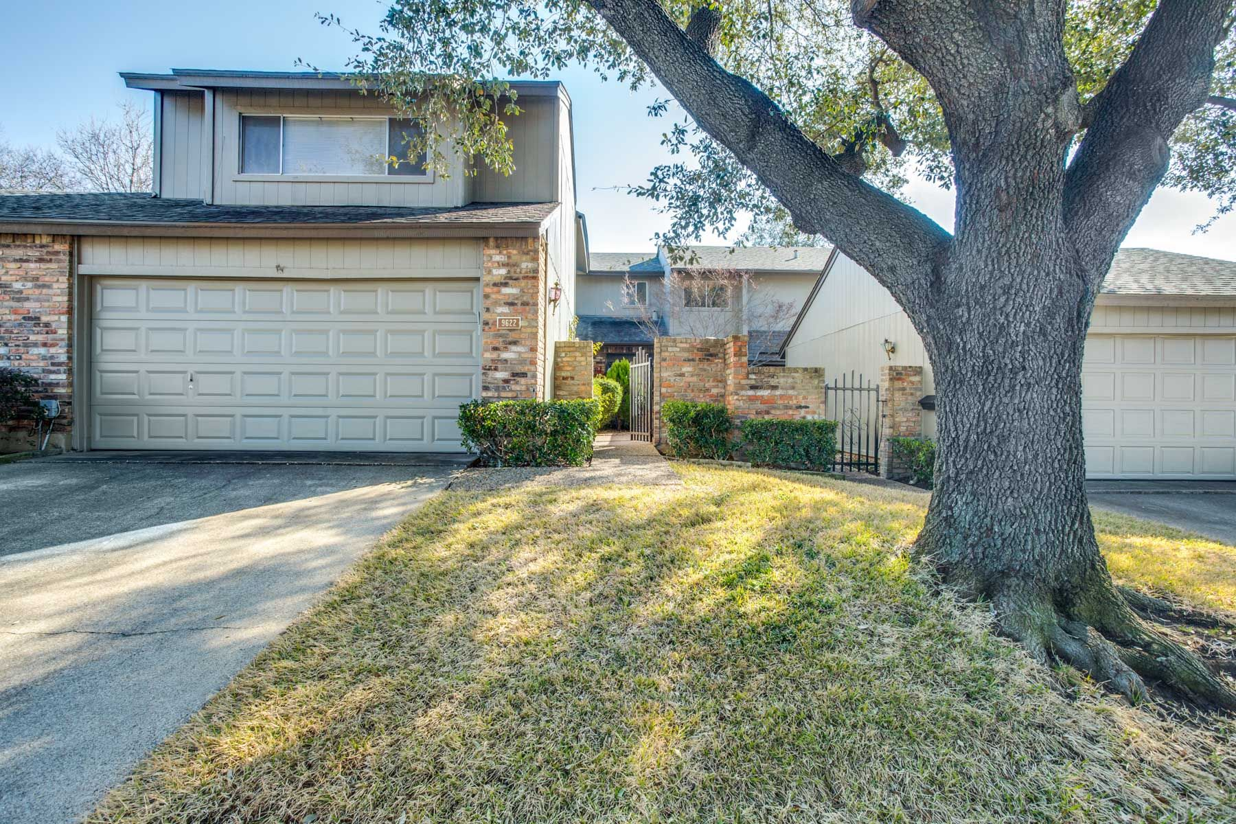 Townhouse for Sale at Lake Highlands Traditional Townhome 9622 Highland View Drive, Dallas, Texas, 75238 United States