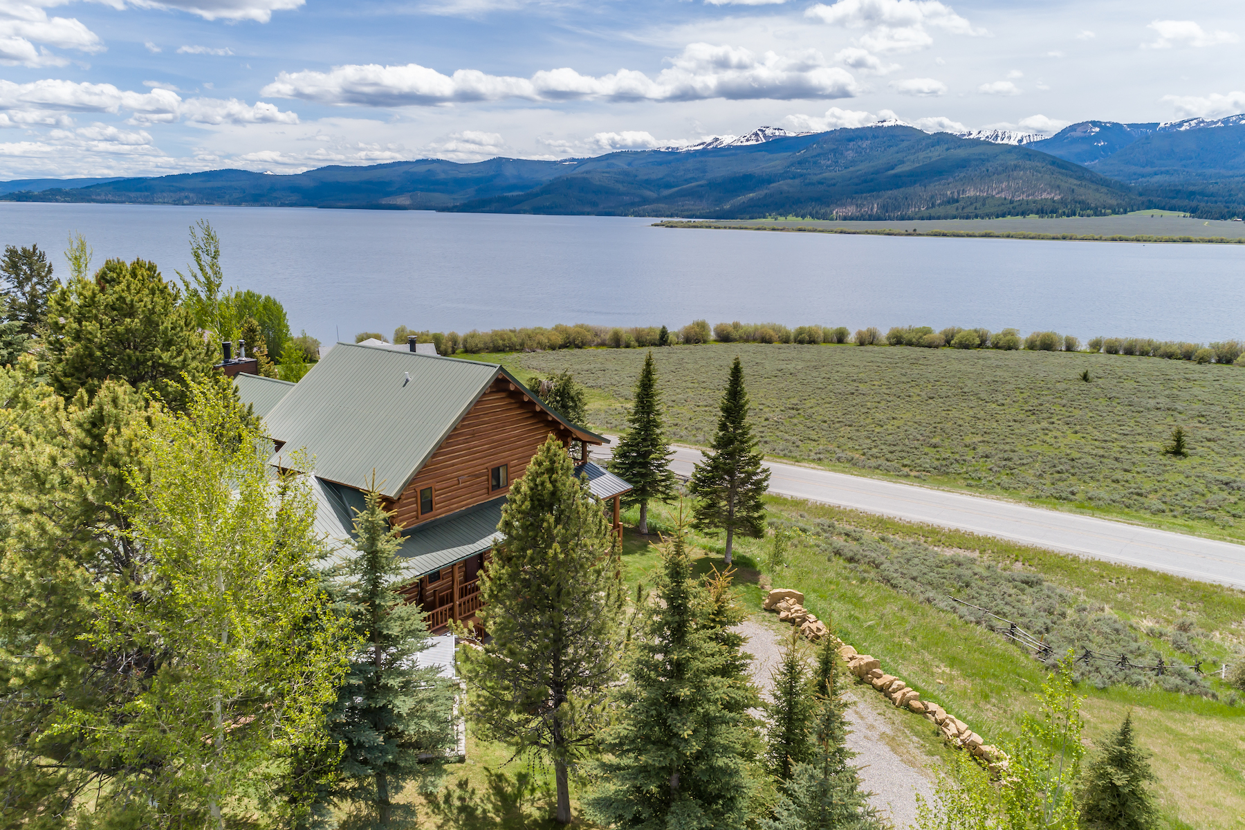 Single Family Homes 為 出售 在 670 Lakeview Loop 670 Lakeview Road, West Yellowstone, 蒙大拿州 59758 美國