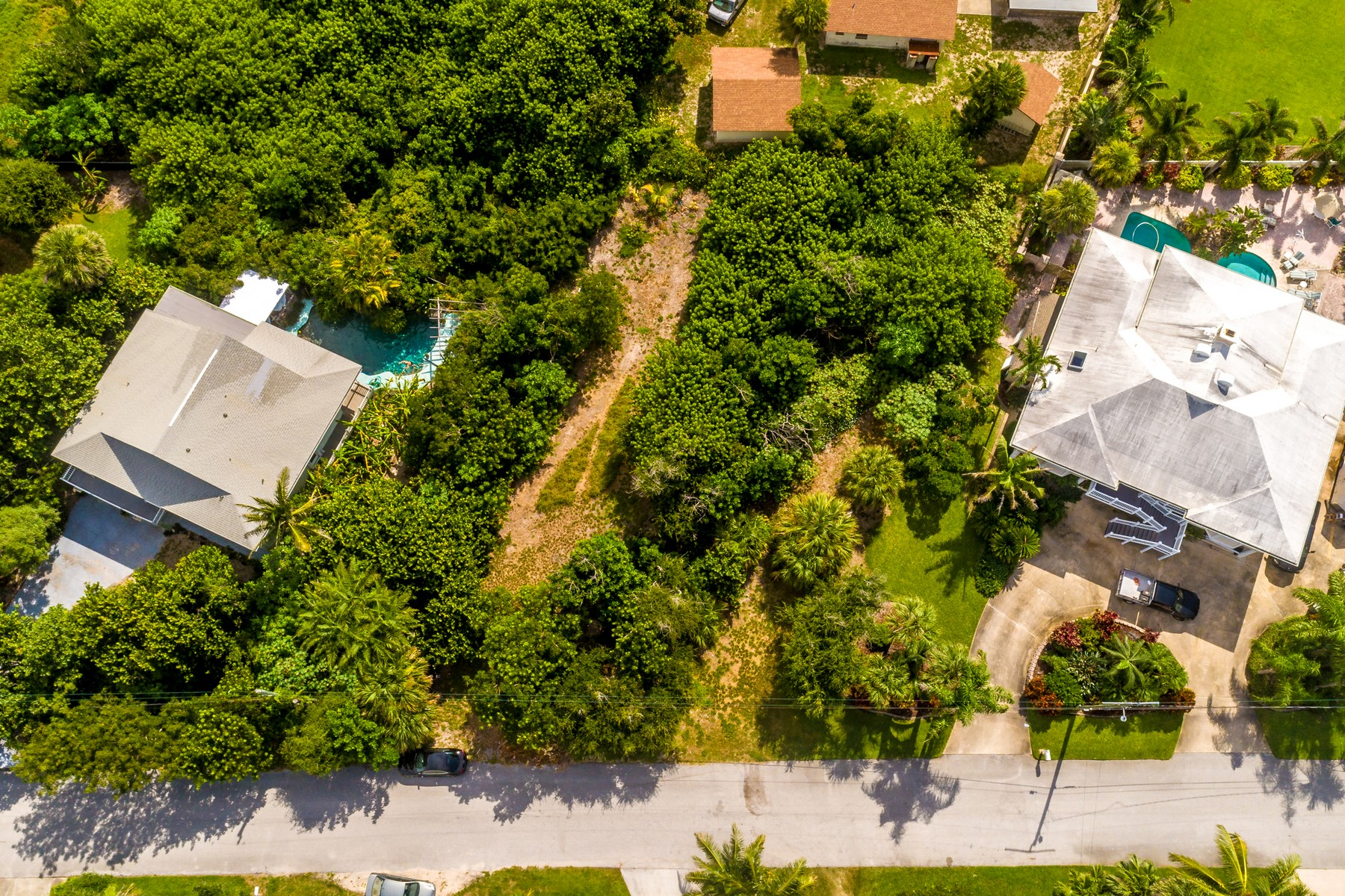 Double Lot with Artesian Well in Beautiful, Beach-Oriented Subdivision Tbd Palm Drive Melbourne Beach, Florida 32951 Estados Unidos