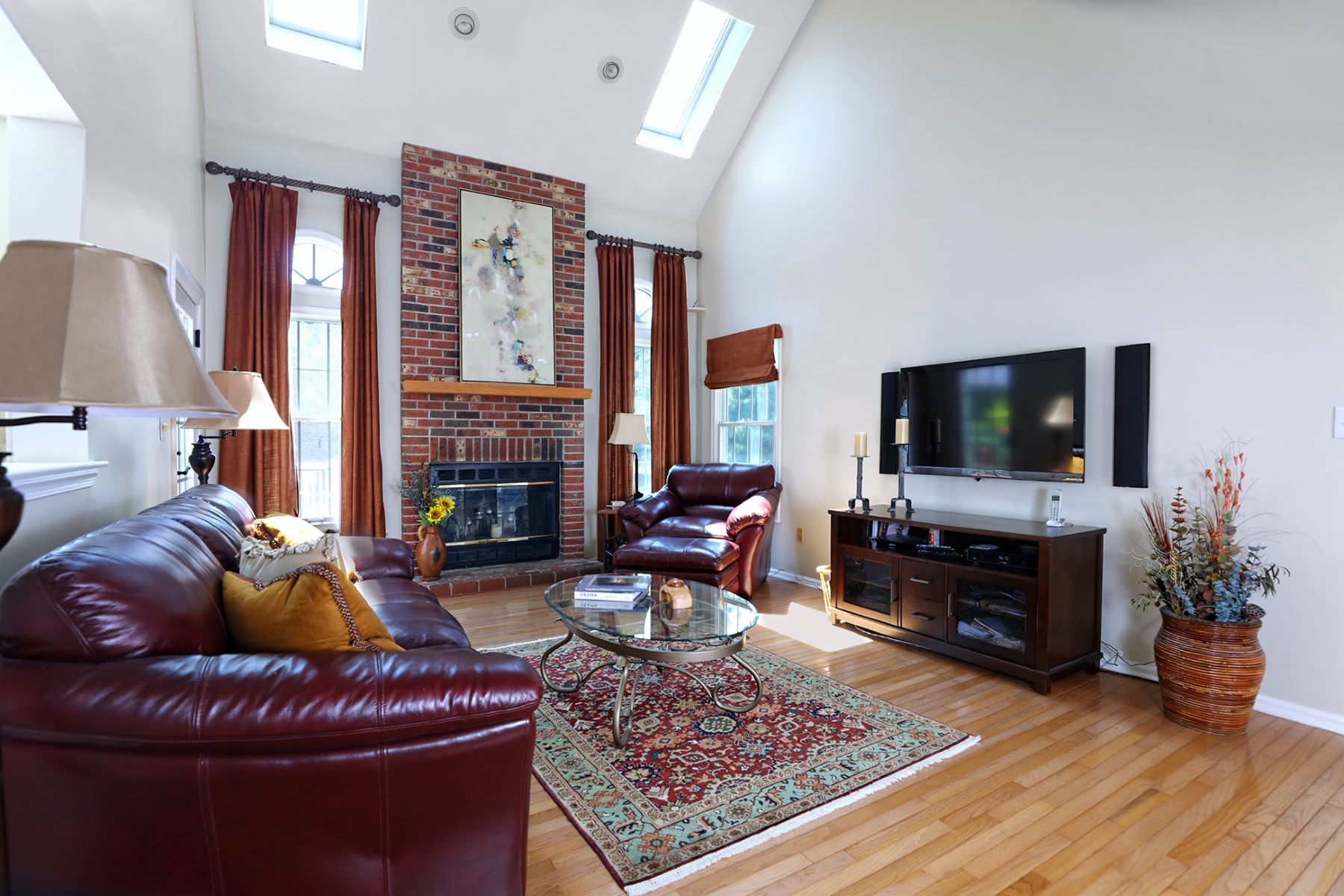 Additional photo for property listing at Perfectly Scaled and Detailed in Kings Point 73 Saratoga Drive, West Windsor, New Jersey 08550 United States
