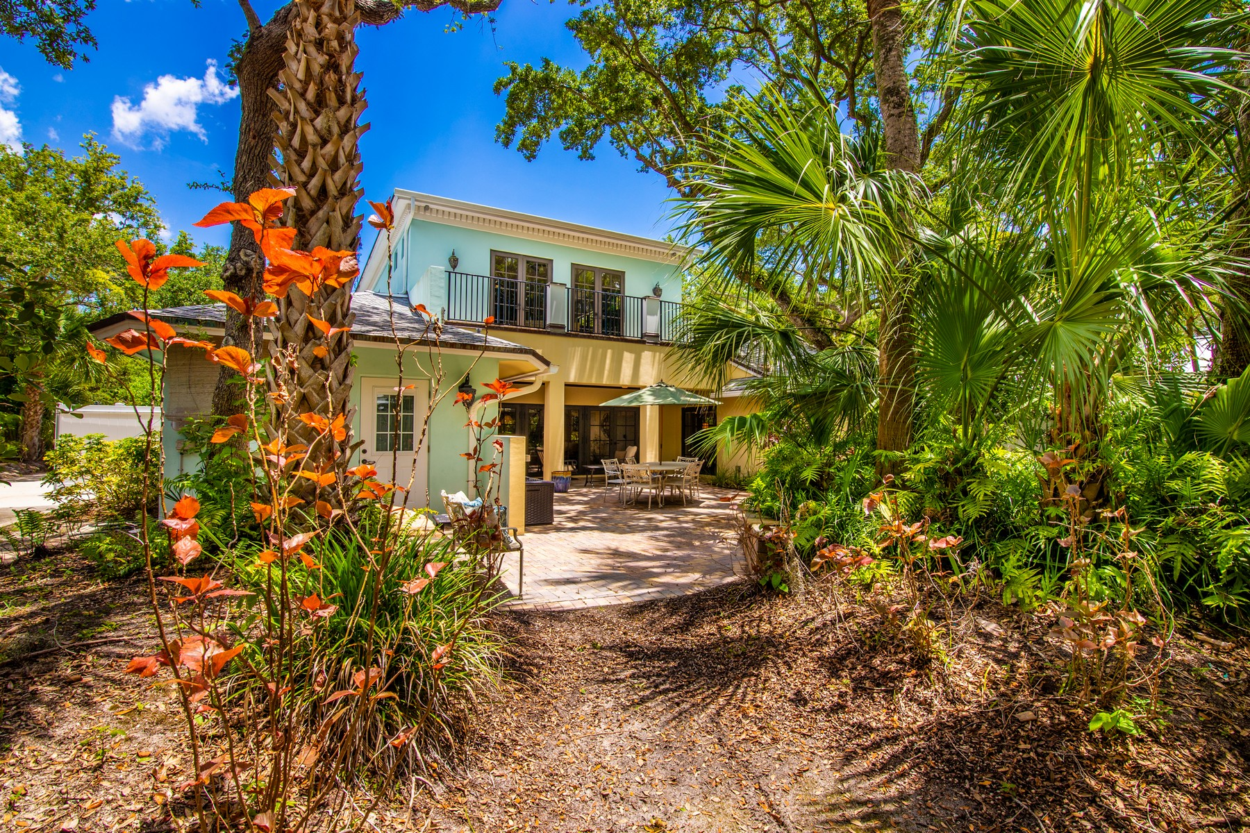 Additional photo for property listing at New Orleans Style Home 530 Camelia Lane Vero Beach, Florida 32963 United States