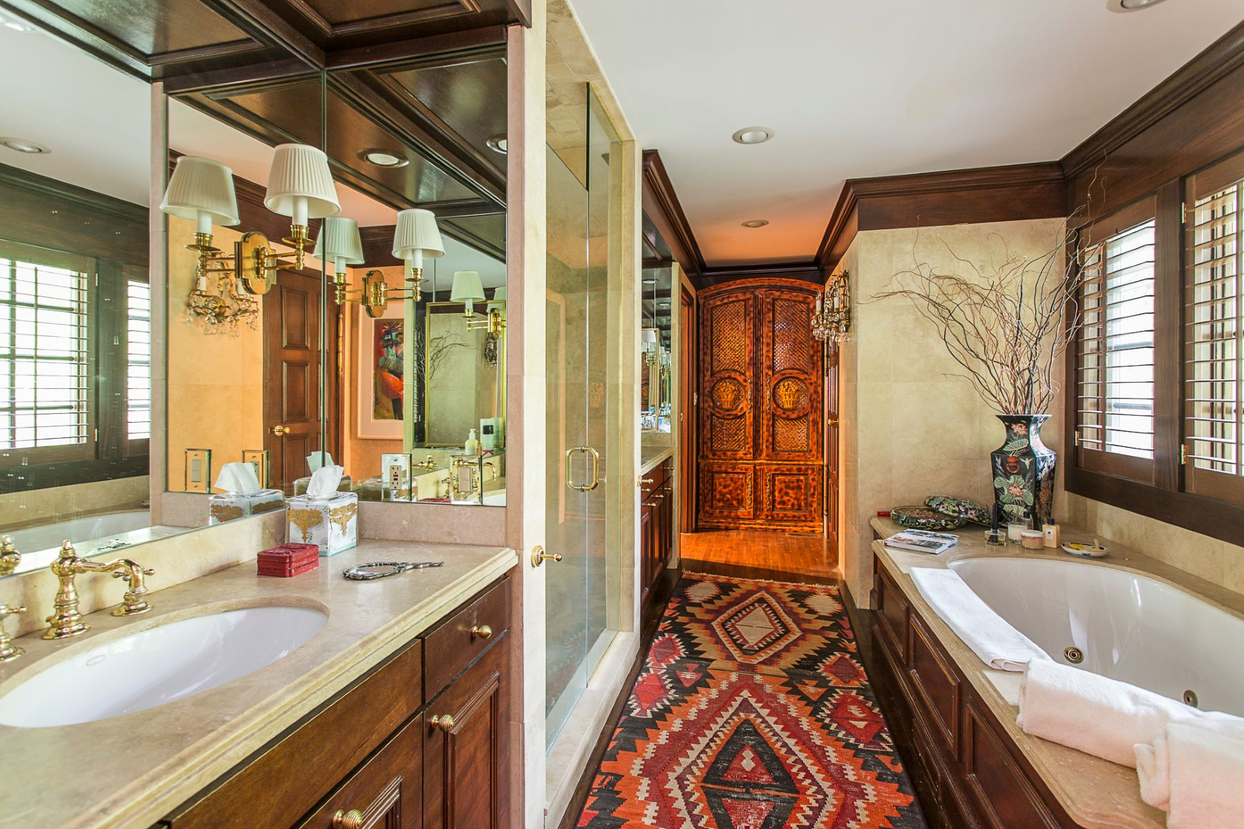 Additional photo for property listing at Storied 1920 Villa Renovated By Bob Bennett 1 Battle Road, Princeton, New Jersey 08540 United States