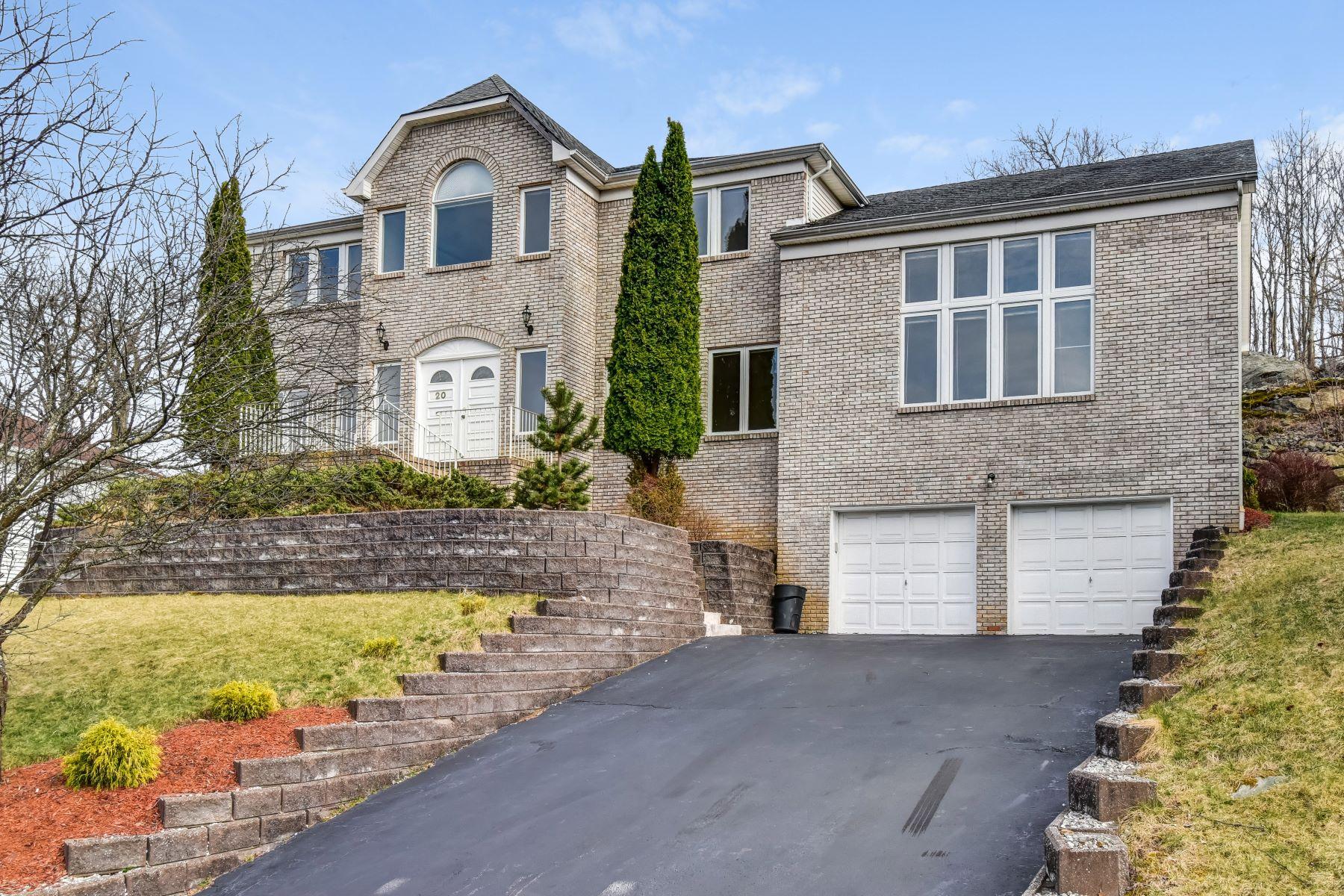 Single Family Homes por un Venta en Inviting Colonial 20 Emerson Road Parsippany, Nueva Jersey 07054 Estados Unidos