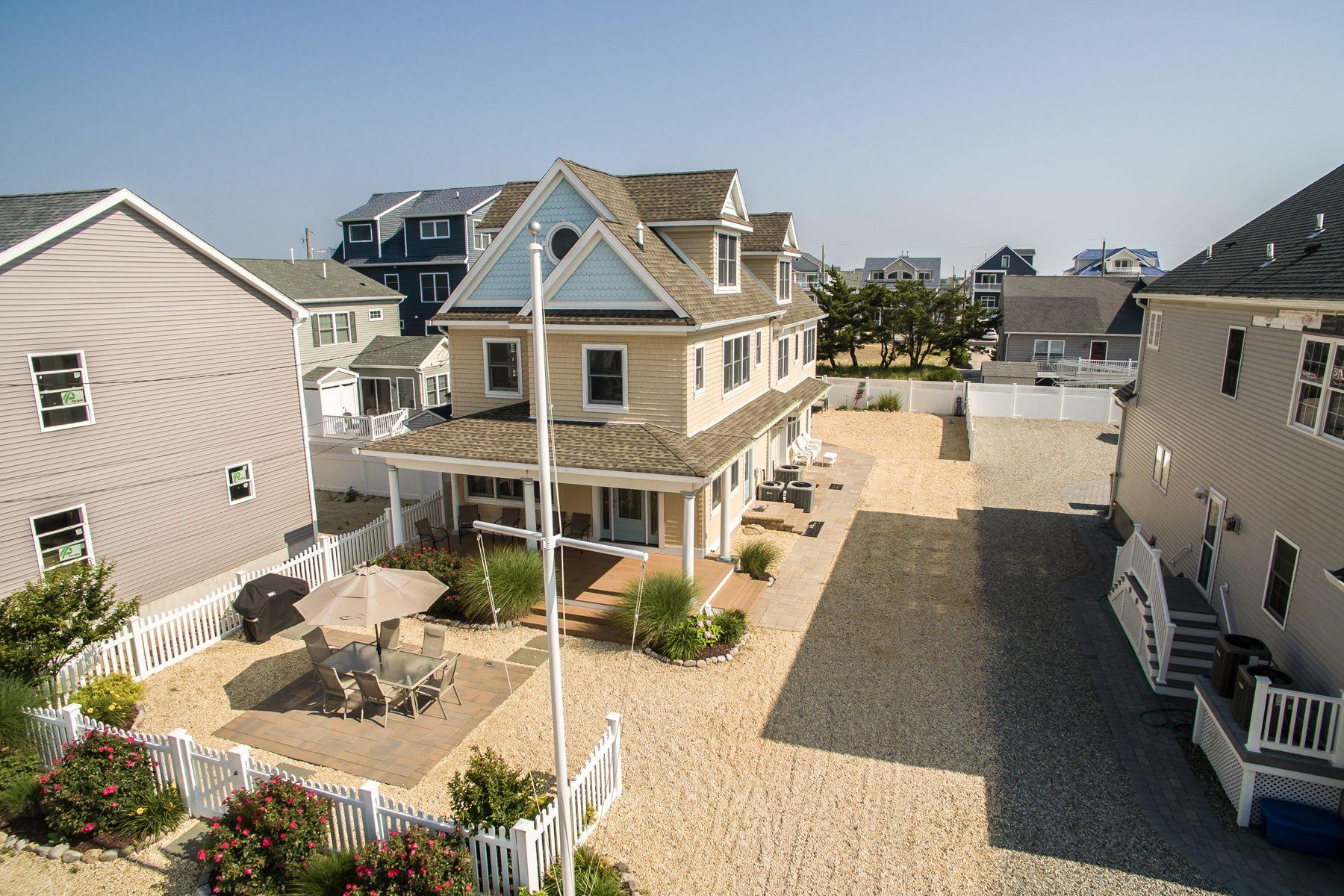 Condominiums por un Venta en Custom Built Home Located Steps To The Beach 10 4th Avenue Ortley Beach, Nueva Jersey 08751 Estados Unidos
