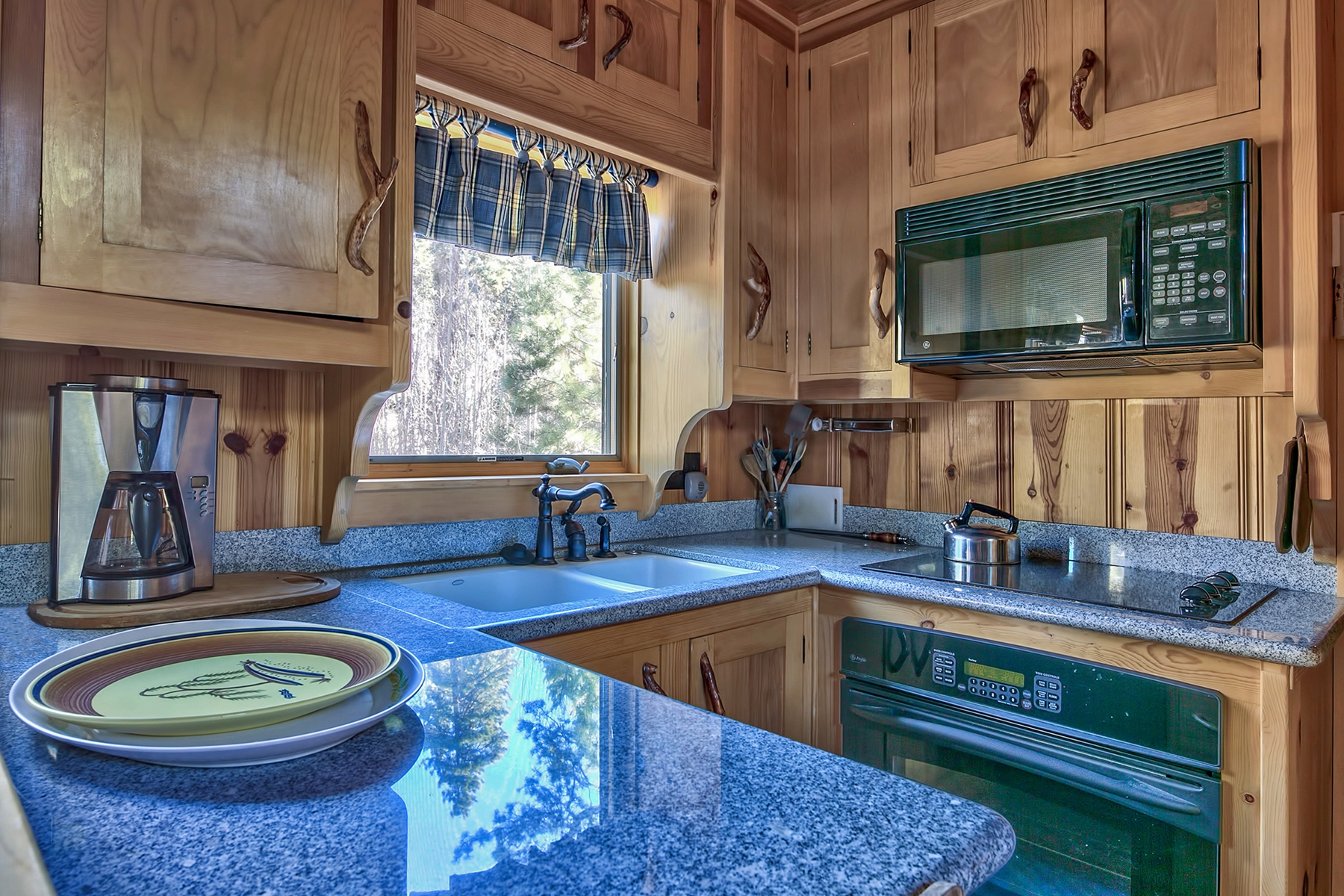 Additional photo for property listing at 1141 Fallen Leaf Road, South Lake Tahoe, CA 96150 1141 Fallen Leaf Road South Lake Tahoe, California 96150 United States