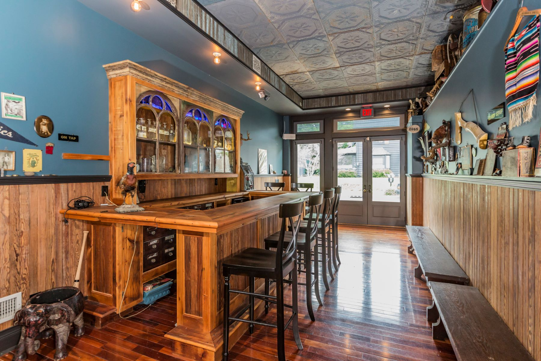 Additional photo for property listing at Historic Firehouse Reinvented Into A Trendy Pad 12 North Main Street, Lambertville, New Jersey 08530 United States