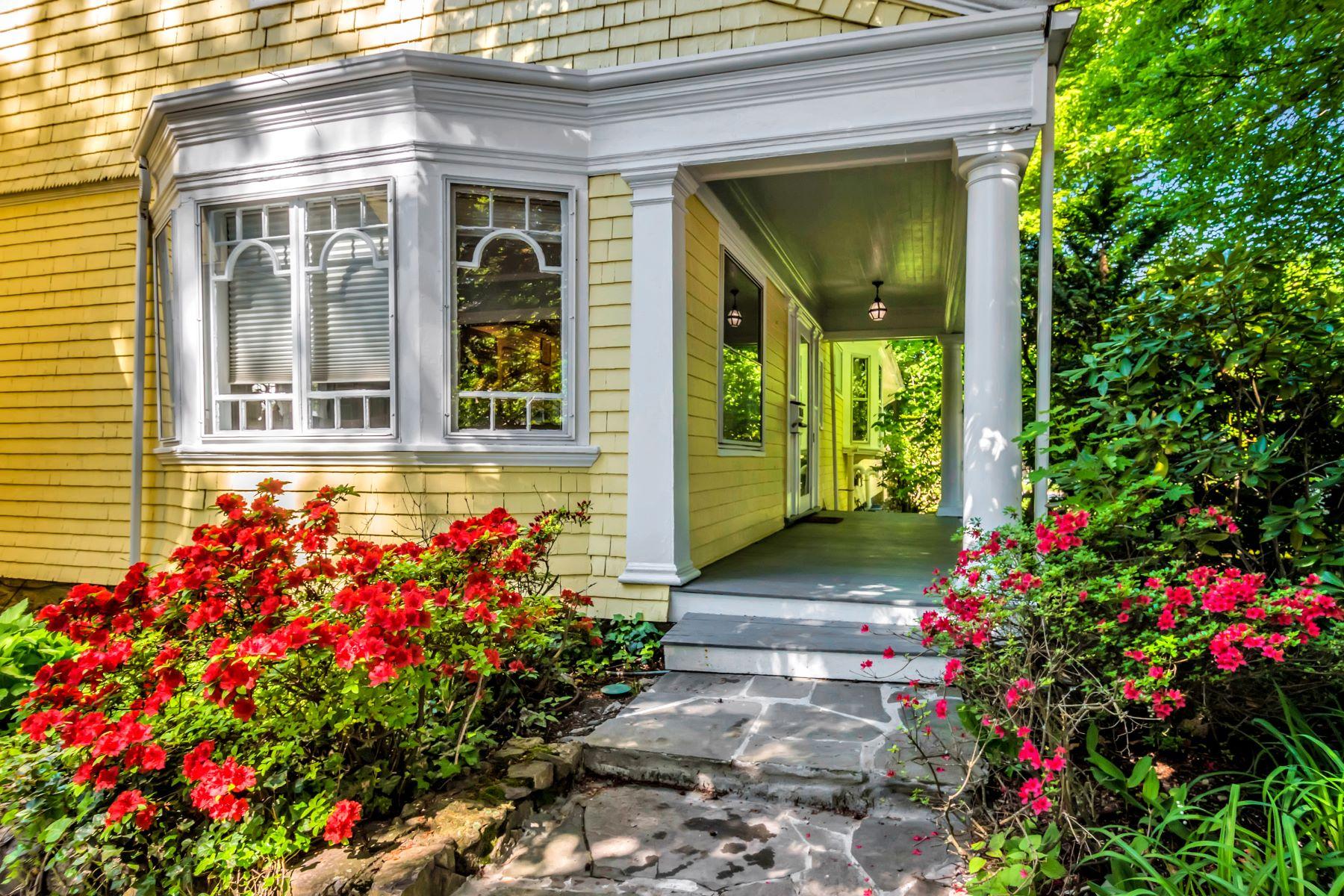 Single Family Homes pour l Vente à 1106 Boylston Street 1106 Boylston St Brookline, Massachusetts 02467 États-Unis