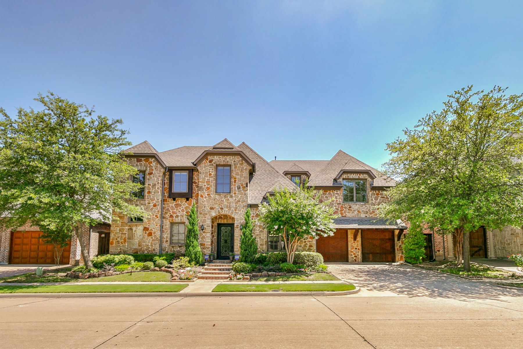 Single Family Homes for Sale at Two Master Bedrooms! 5744 Carrier Lane Plano, Texas 75024 United States