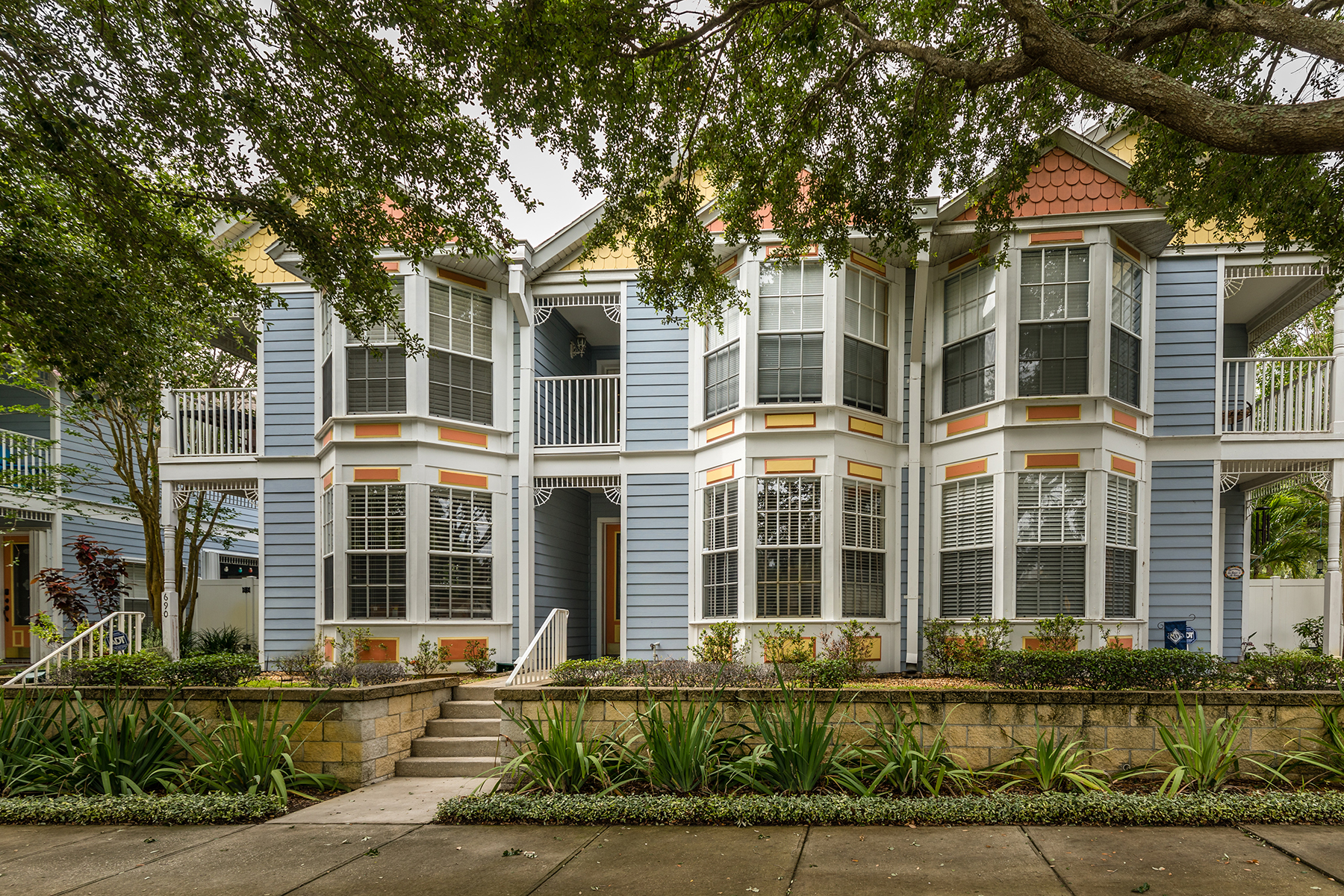 Maison accolée pour l Vente à ST. PETERSBURG 694 4th Ave S, St. Petersburg, Florida 33701 États-Unis