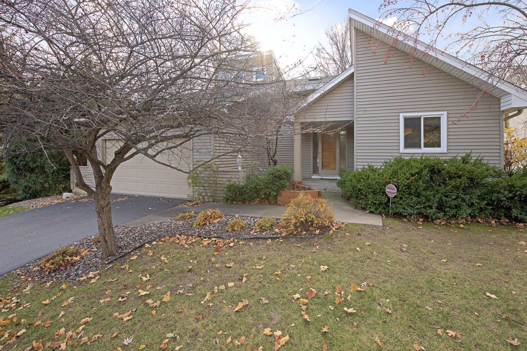 Частный односемейный дом для того Продажа на 12905 46th Ave N Plymouth, Миннесота, 55442 Соединенные Штаты