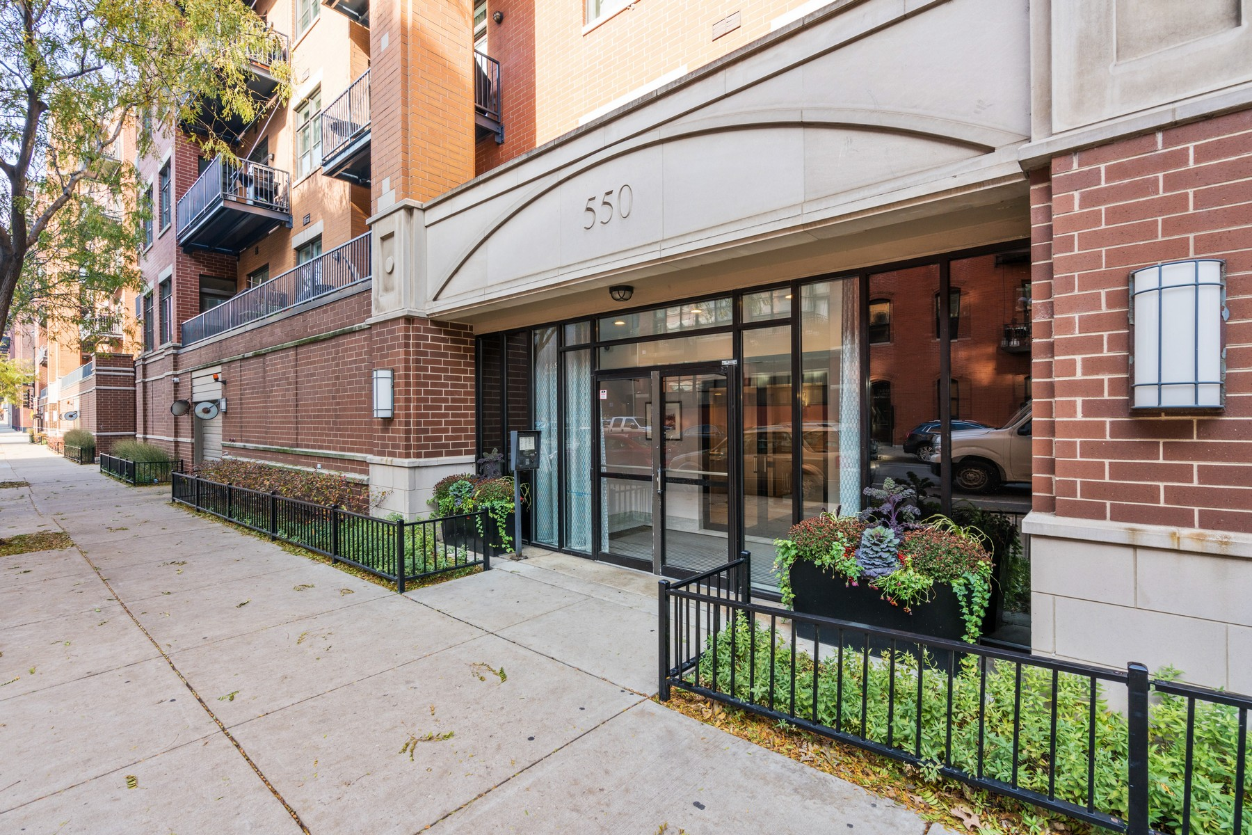 Condominio por un Venta en High-Floor Northeast Corner Unit 550 W Fulton Street Unit 504, Chicago, Illinois, 60661 Estados Unidos