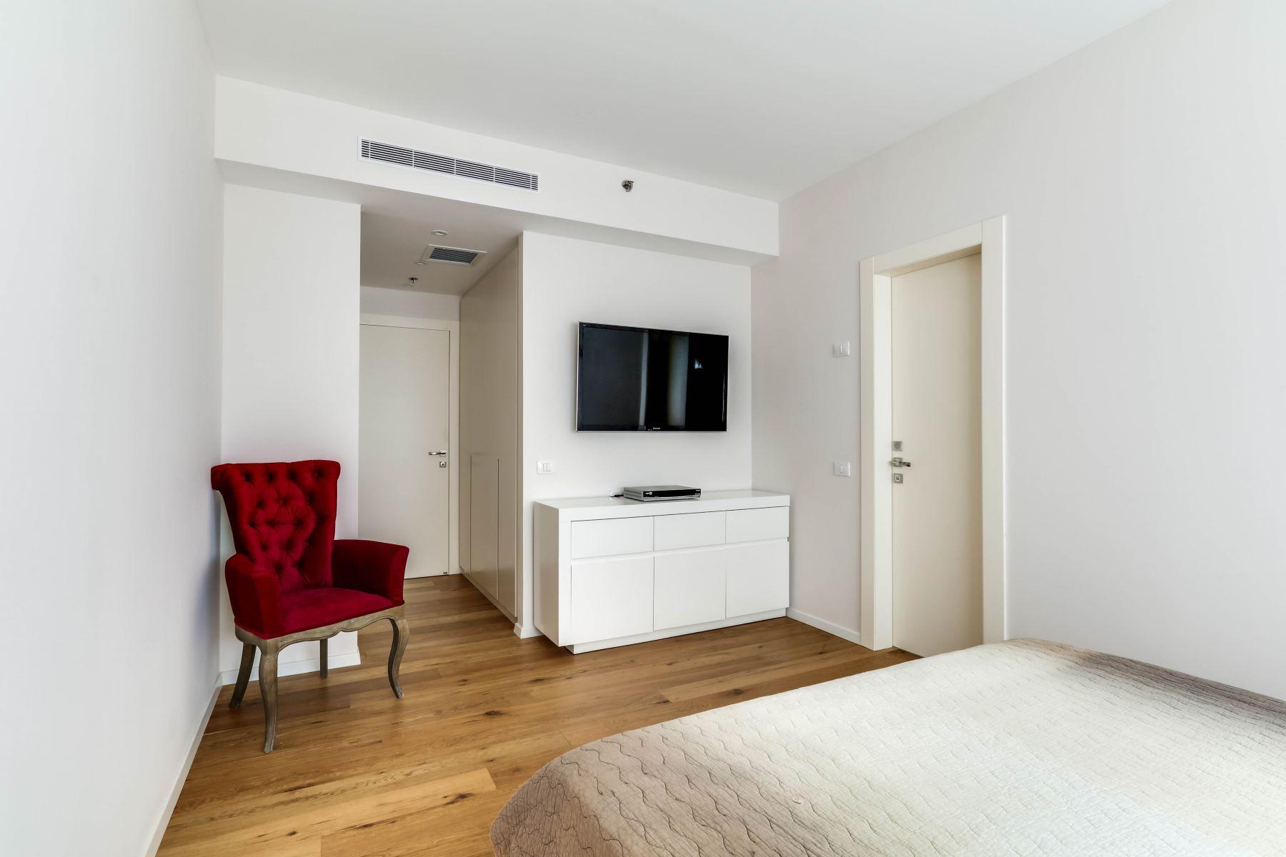 Additional photo for property listing at Elegant Sea View Apartment in Savyoney Ramat Aviv 特拉维夫, 以色列 以色列
