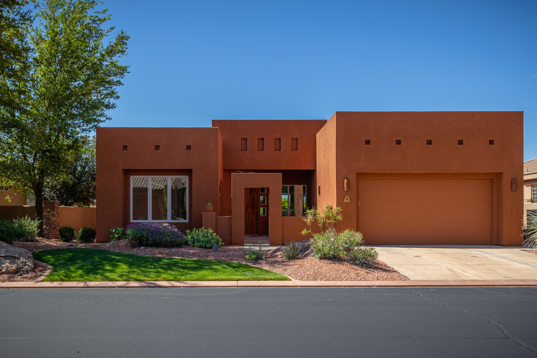 Single Family Homes for Sale at Vermilion Cliffs 340 N Snow Canyon Dr #4 Ivins, Utah 84738 United States