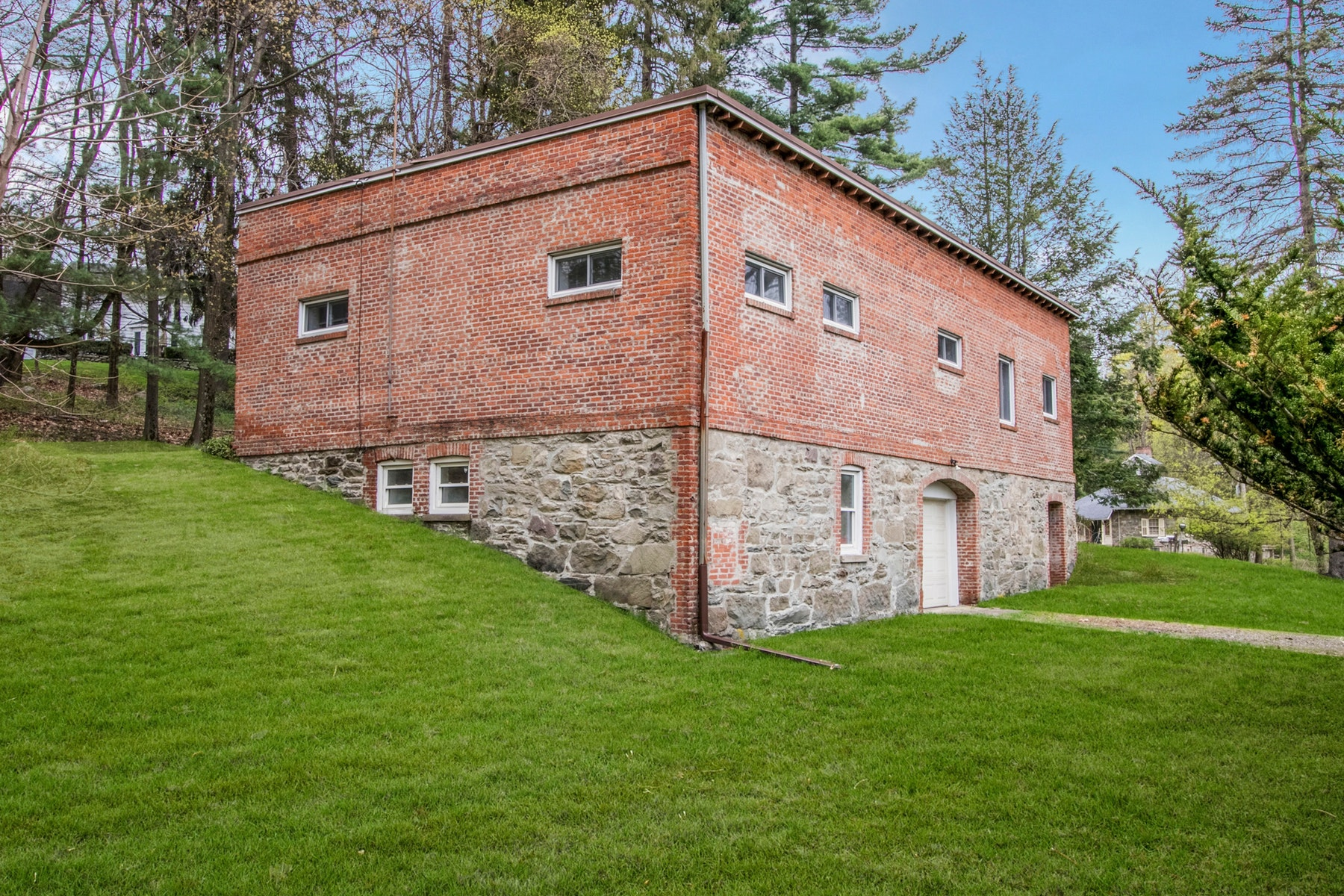 Additional photo for property listing at Converted Former 1867 Horse Stable 17 Dogwood Hills Road, Newburgh, 纽约 12550 美國