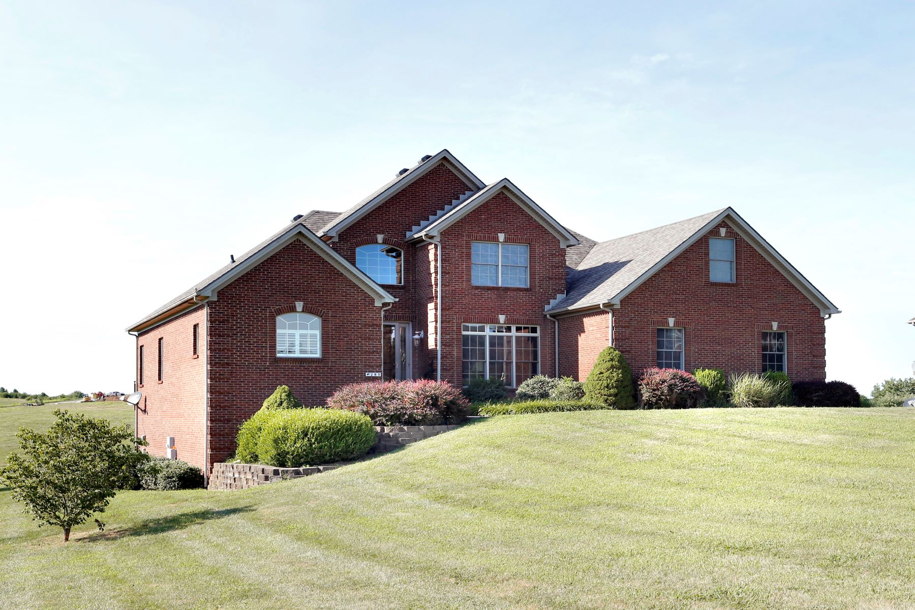 single family homes por un Venta en 280 Inverness Trail Richmond, Kentucky 40475 Estados Unidos