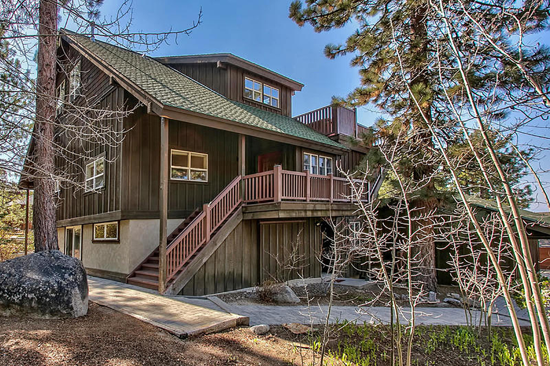 Property 为 销售 在 3802 Lucinda Court, South Lake Tahoe, CA 96150 3802 Lucinda Court 南太浩湖, 加利福尼亚州 96150 美国