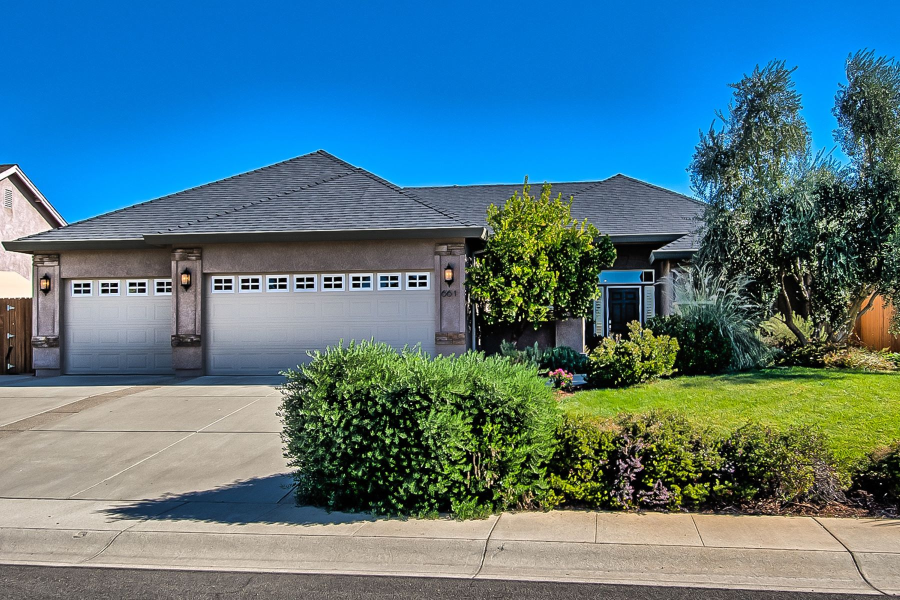 Single Family Homes for Sale at The Best of Indoor/Outdoor Living 661 San Gabriel Street Redding, California 96003 United States