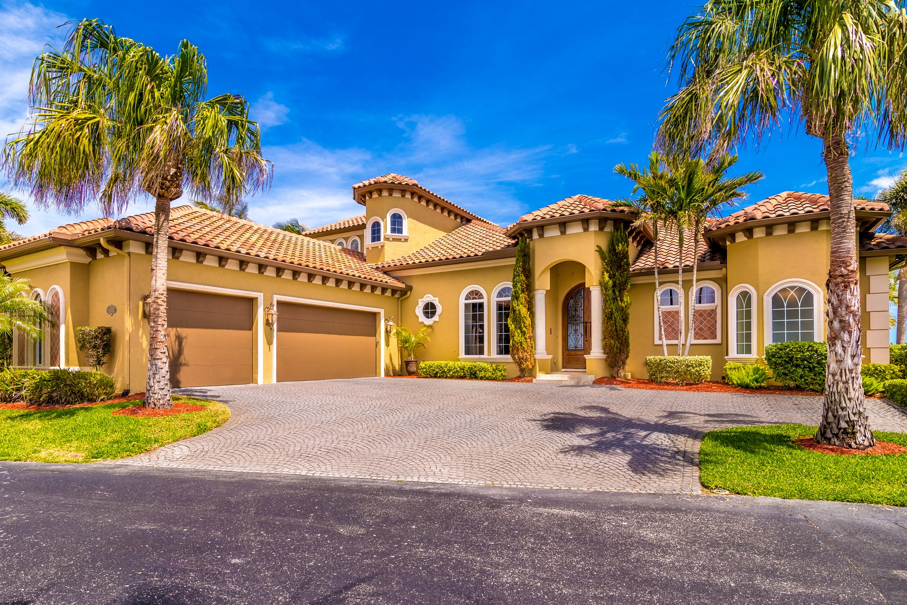 Single Family Homes for Sale at An Absolute Gem! 8582 Eden Isles Merritt Island, Florida 32952 United States
