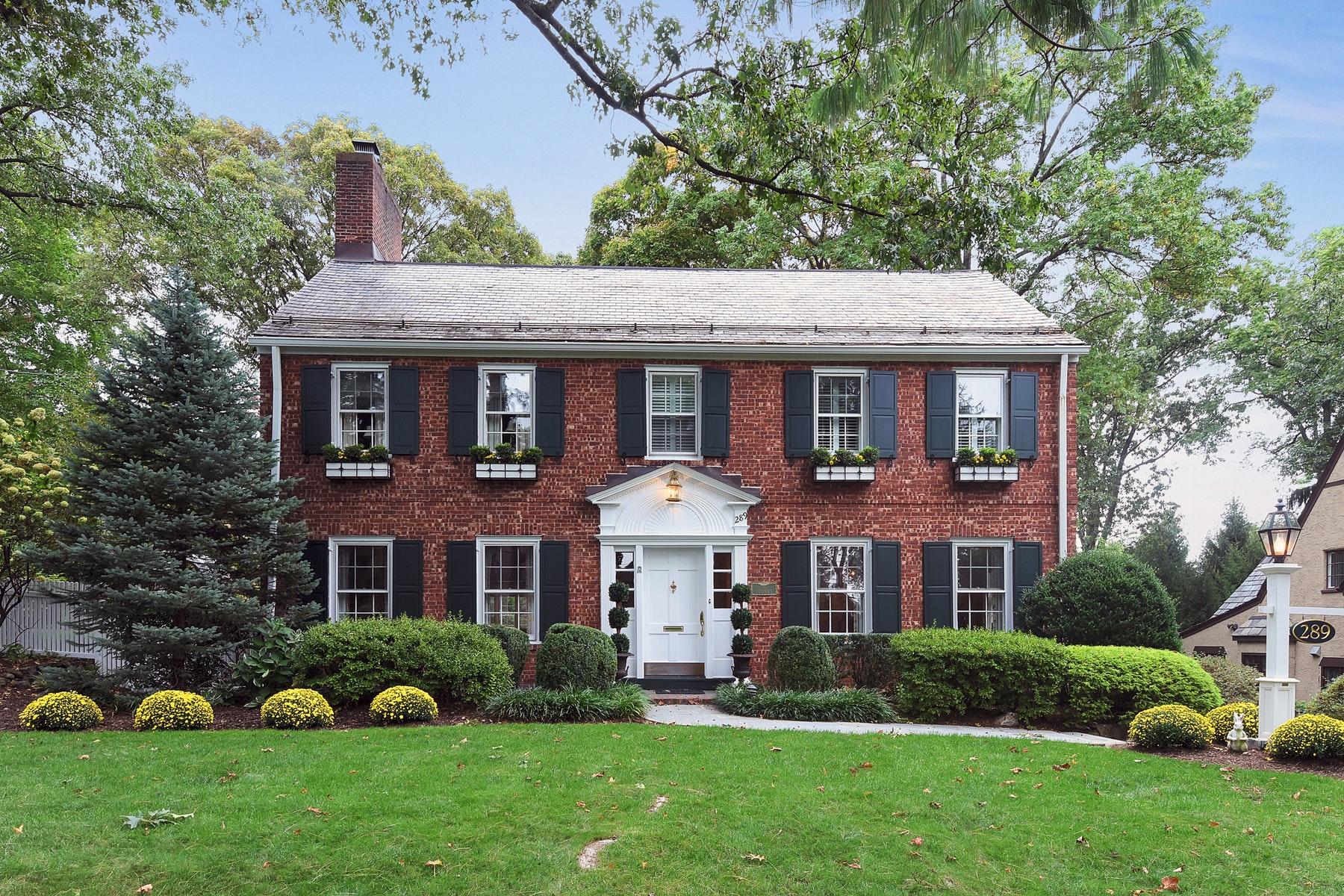 Single Family Homes por un Venta en True Ridgewood Classic! 289 W. Ridgewood Avenue Ridgewood, Nueva Jersey 07450 Estados Unidos