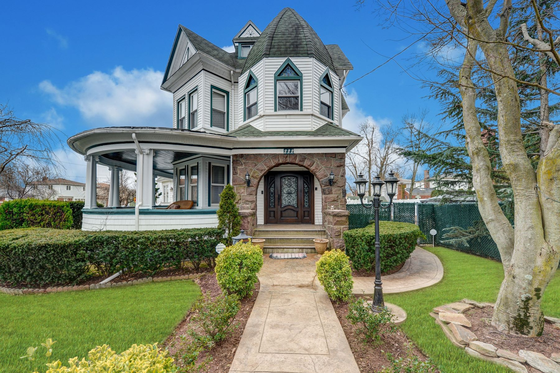 Single Family Homes for Sale at Stunning Oakwood Victorian 222 Guyon Avenue Staten Island, New York 10306 United States