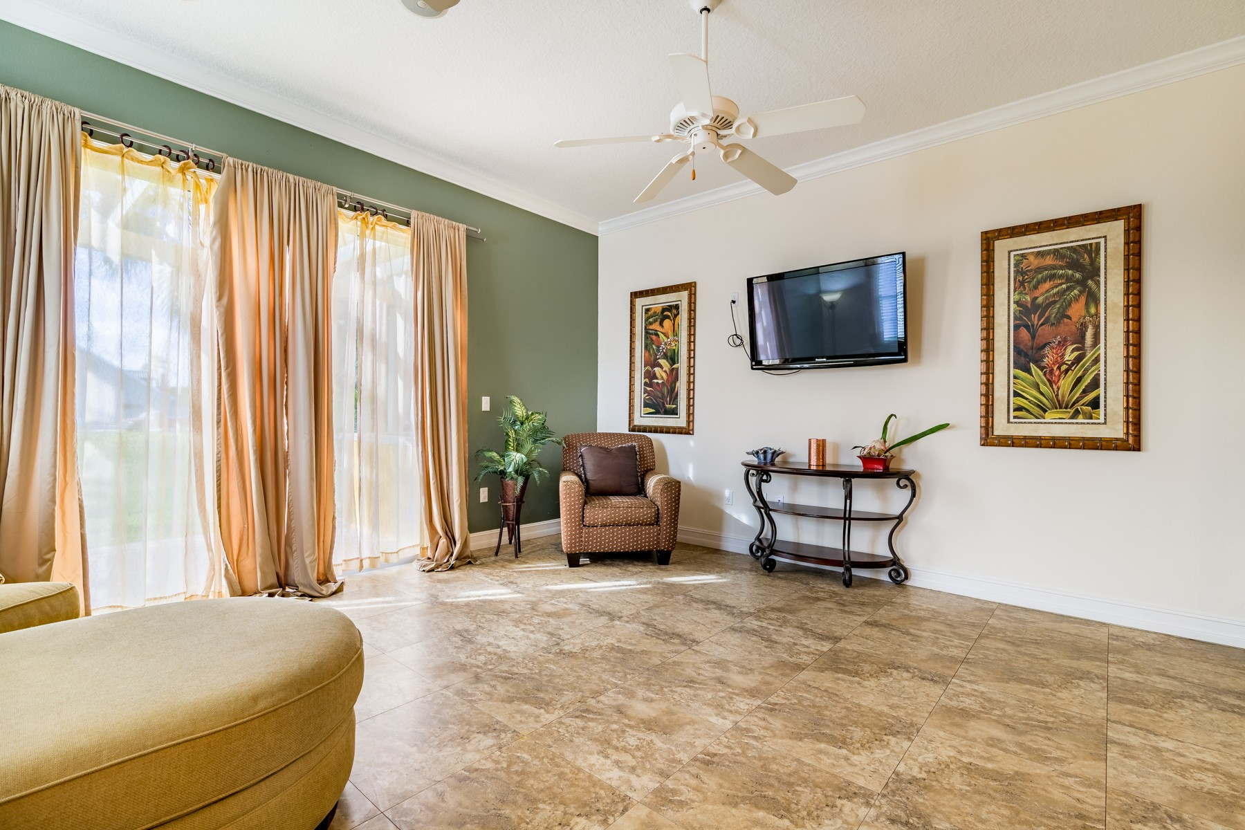 Additional photo for property listing at Beautiful, Luxury Townhouse with a Bright & Open Floor-plan. 607 Washington Avenue Unit 3 Cape Canaveral, Florida 32920 United States