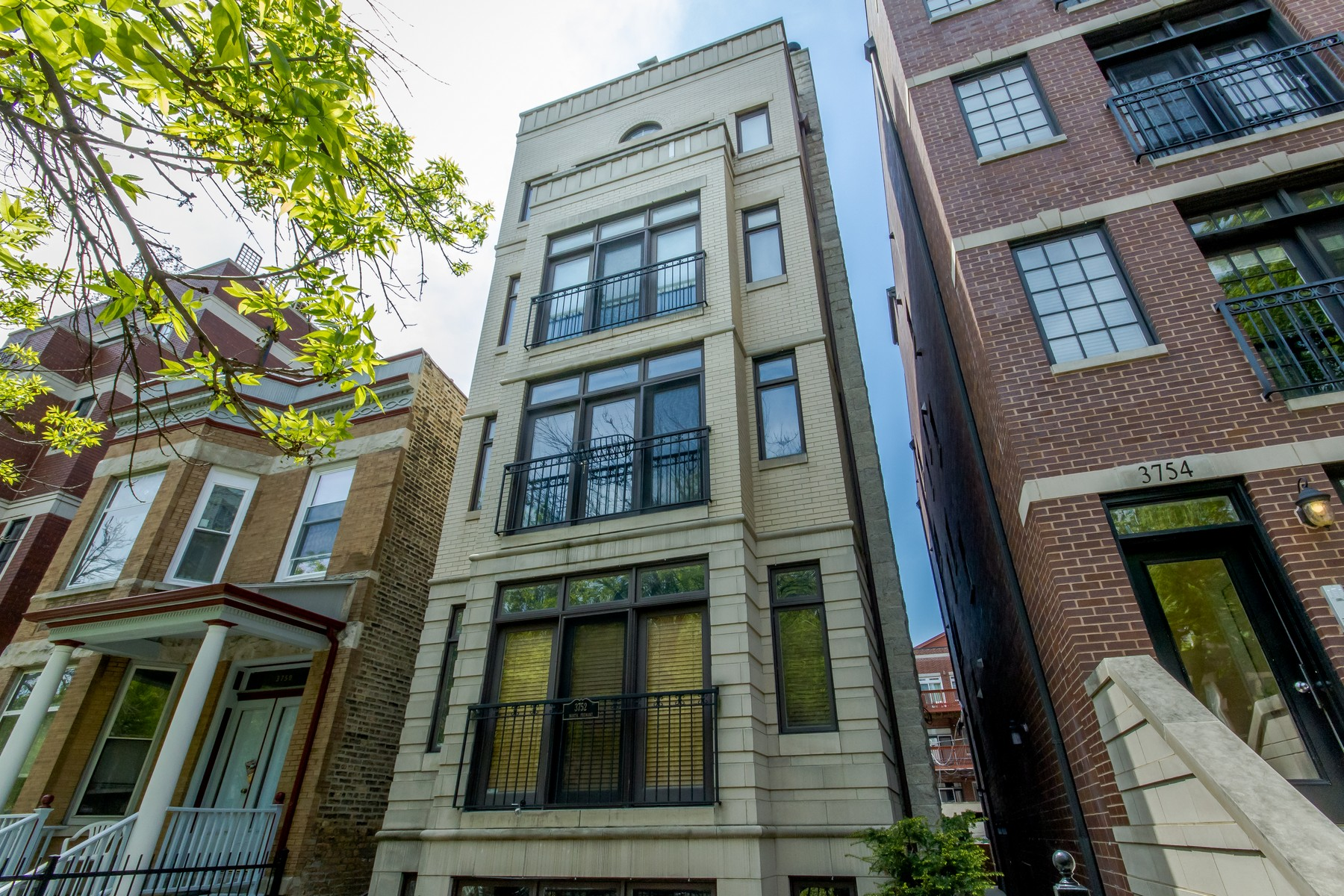 양면 인쇄 용 매매 에 Meticulously Maintained Lakeview Duplex-Up 3752 N Fremont Street Unit 4 Lakeview, Chicago, 일리노이즈, 60613 미국